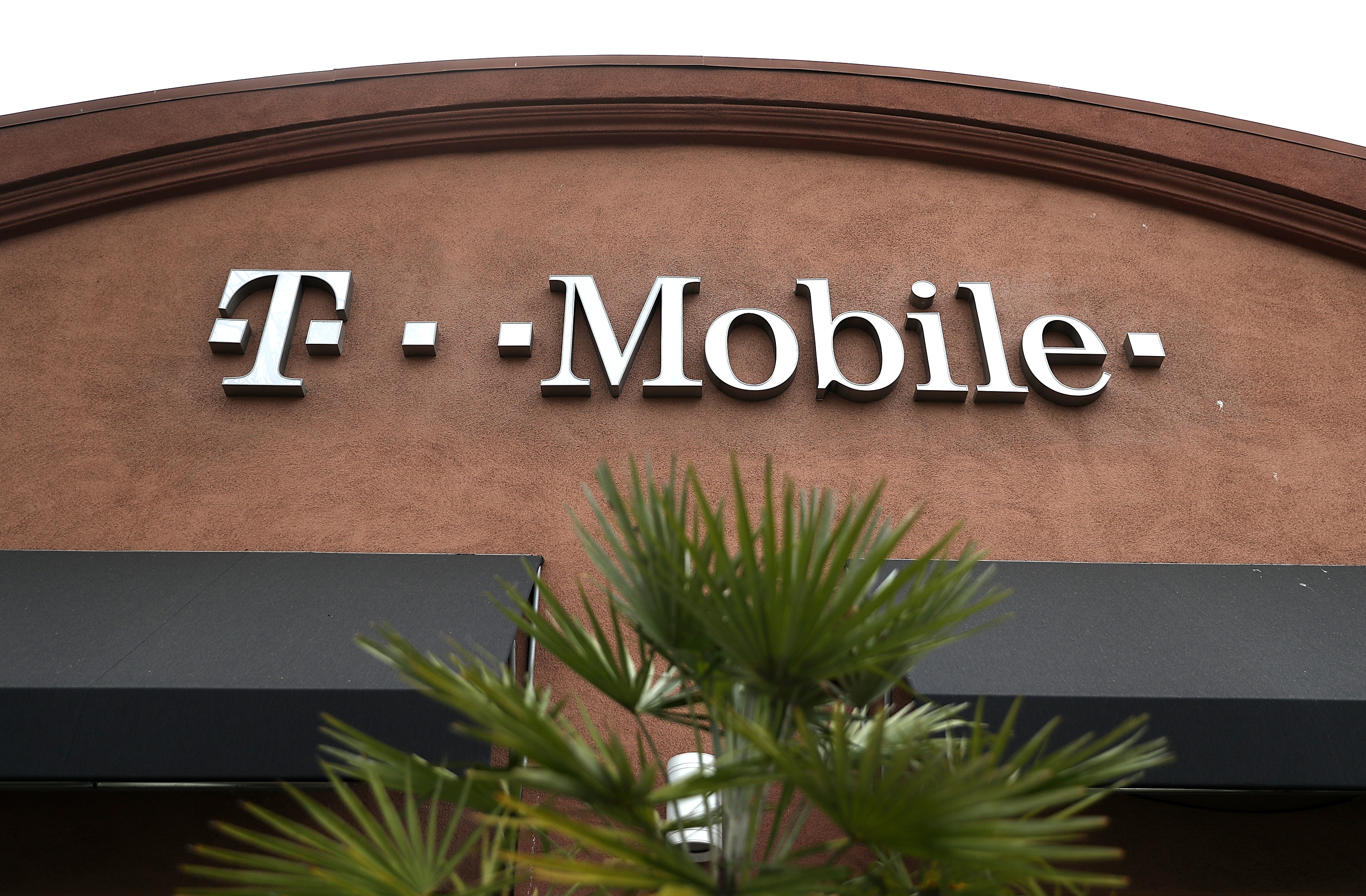 T-Mobile discounts its prepaid unlimited data plan to $50 - The Verge