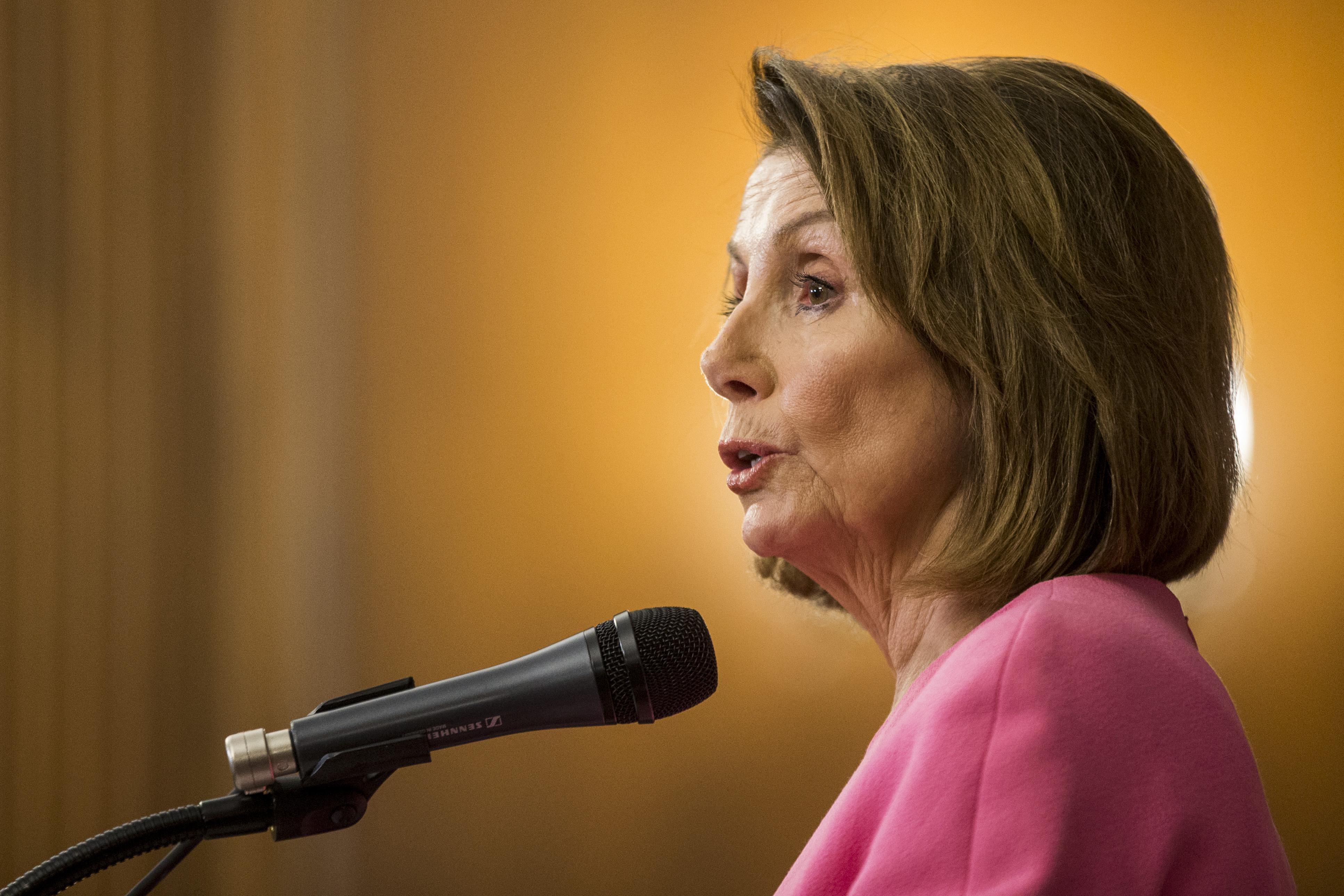民主党民主党:民主党总统·哈尔曼·哈什·哈什·哈什(N.4.)召开会议