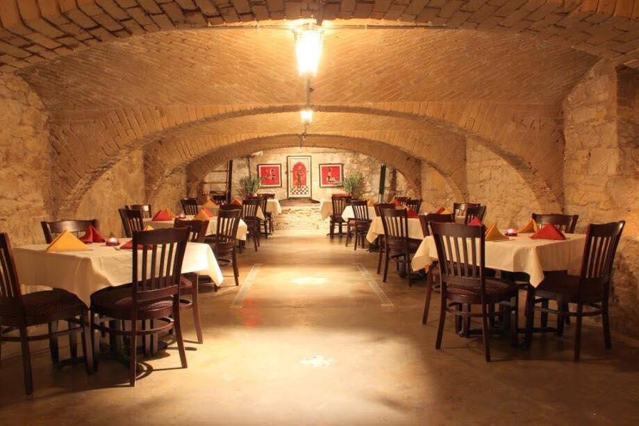 21 Austin Restaurants With Easy Parking