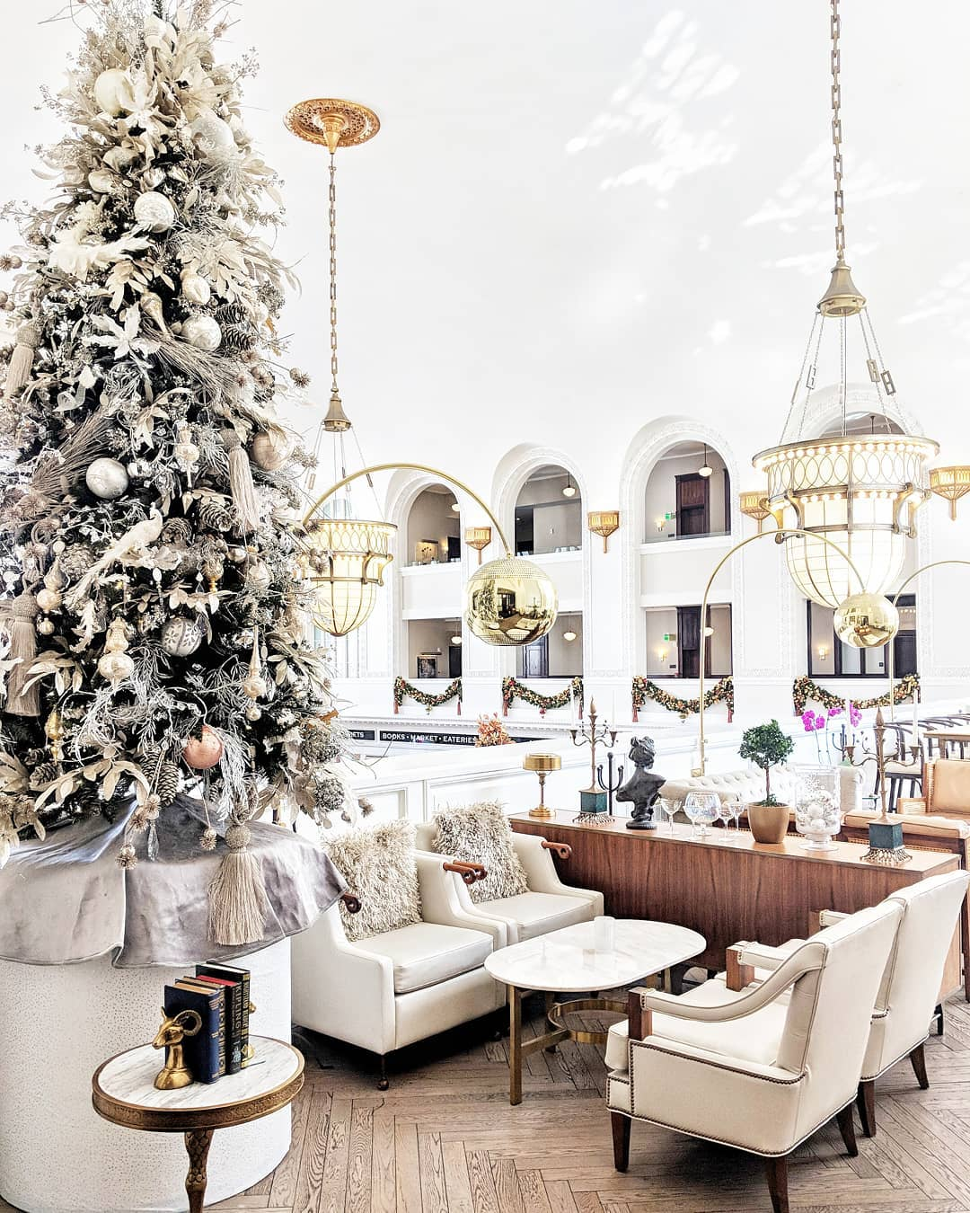 10 Festive Destinations for Holiday Eating and Drinking