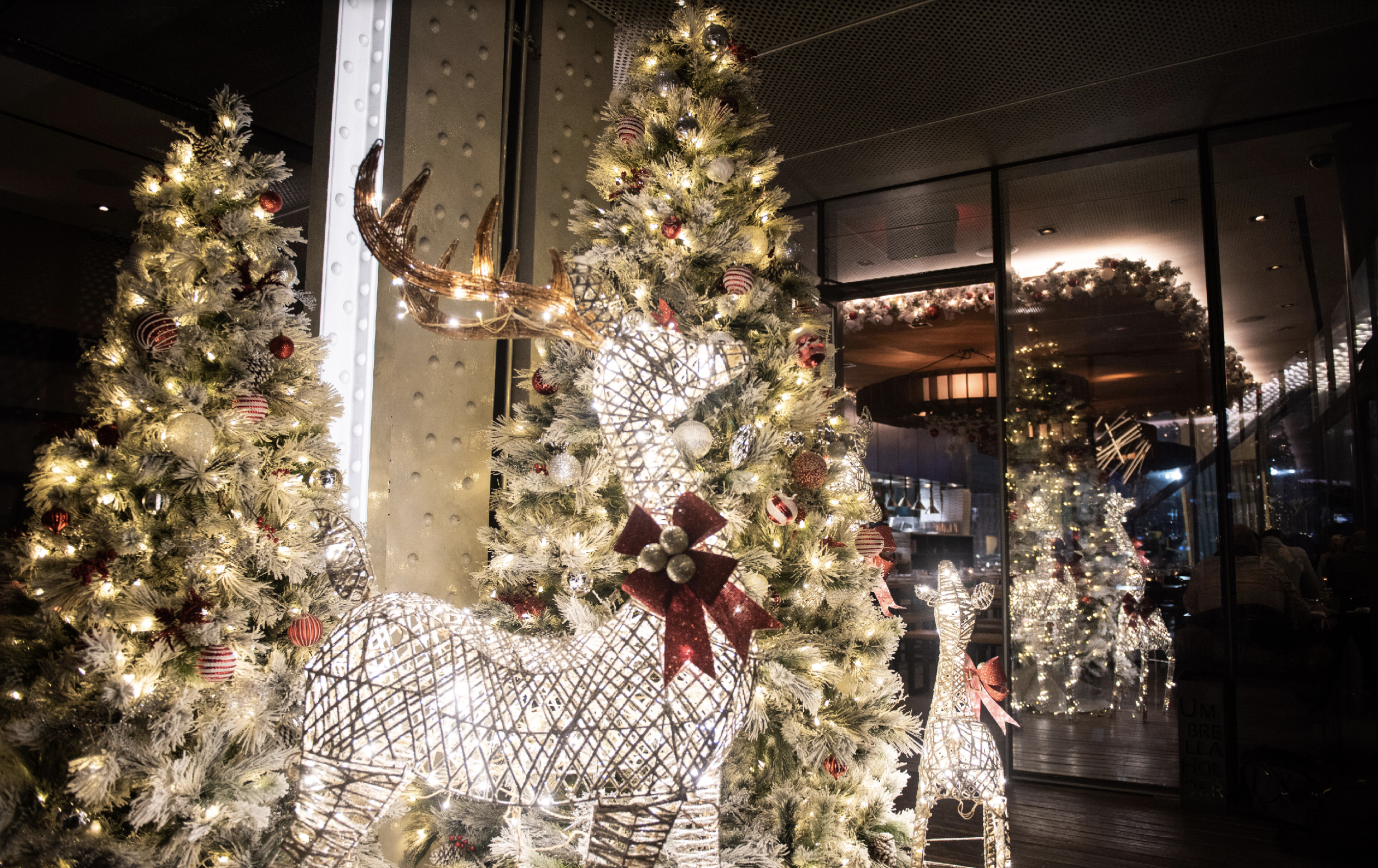 18 Nyc Restaurants With Holiday Decorations Eater Ny