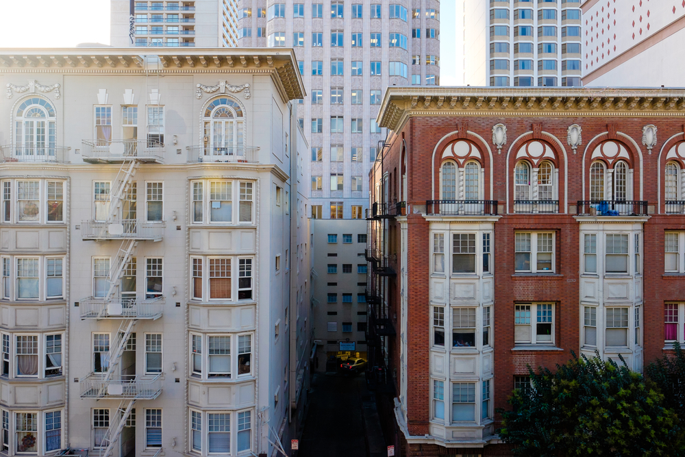 Old SF apartment buildings in Nob Hill.