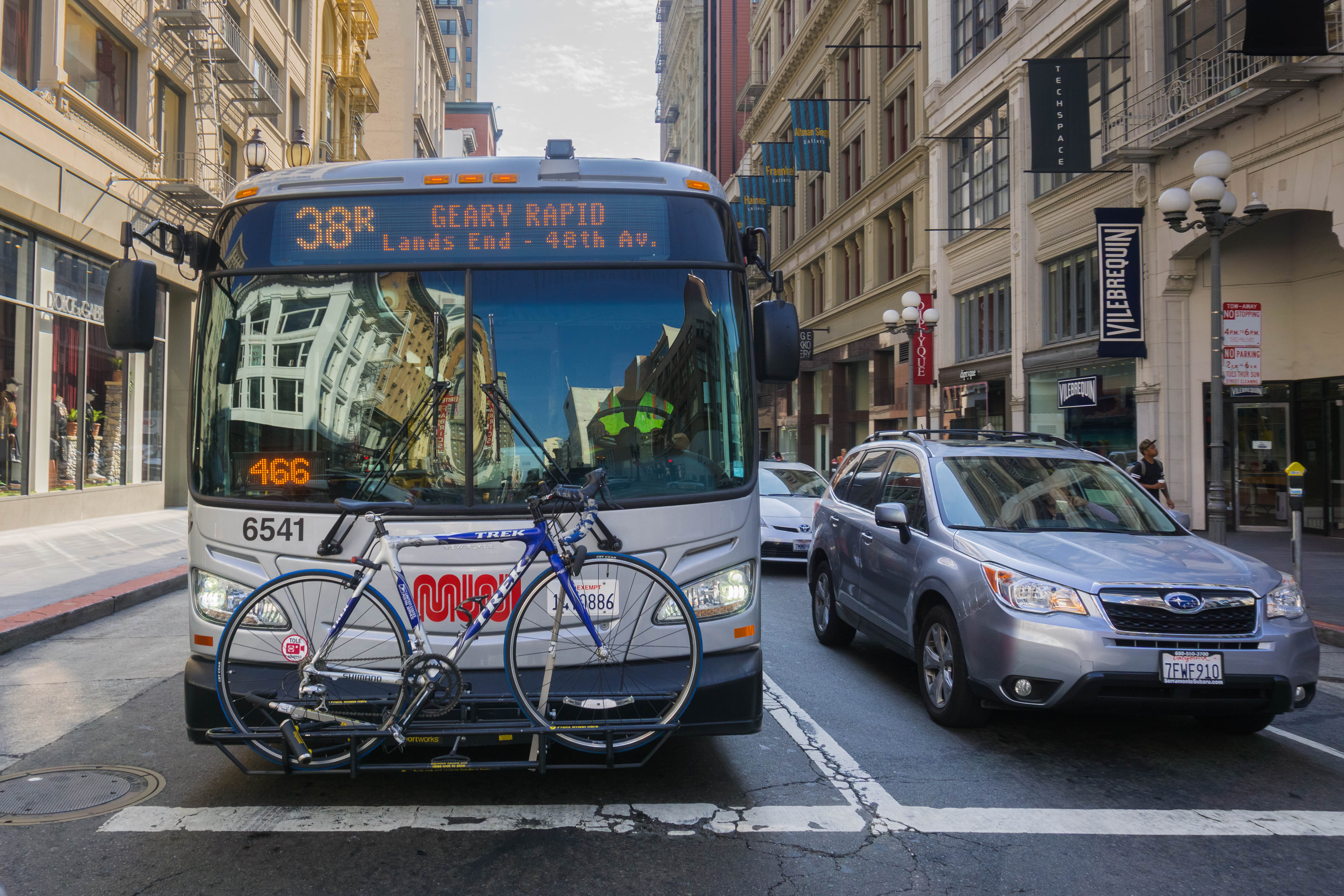 bus carrying a bicycle at a traffic stop in downtown San Francisco