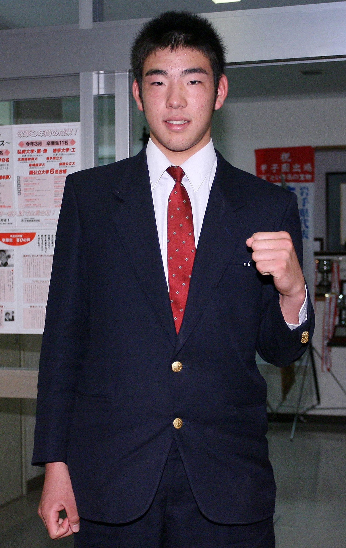 High School Pitcher Yusei Kikuchi Meets Professional Baseball Teams