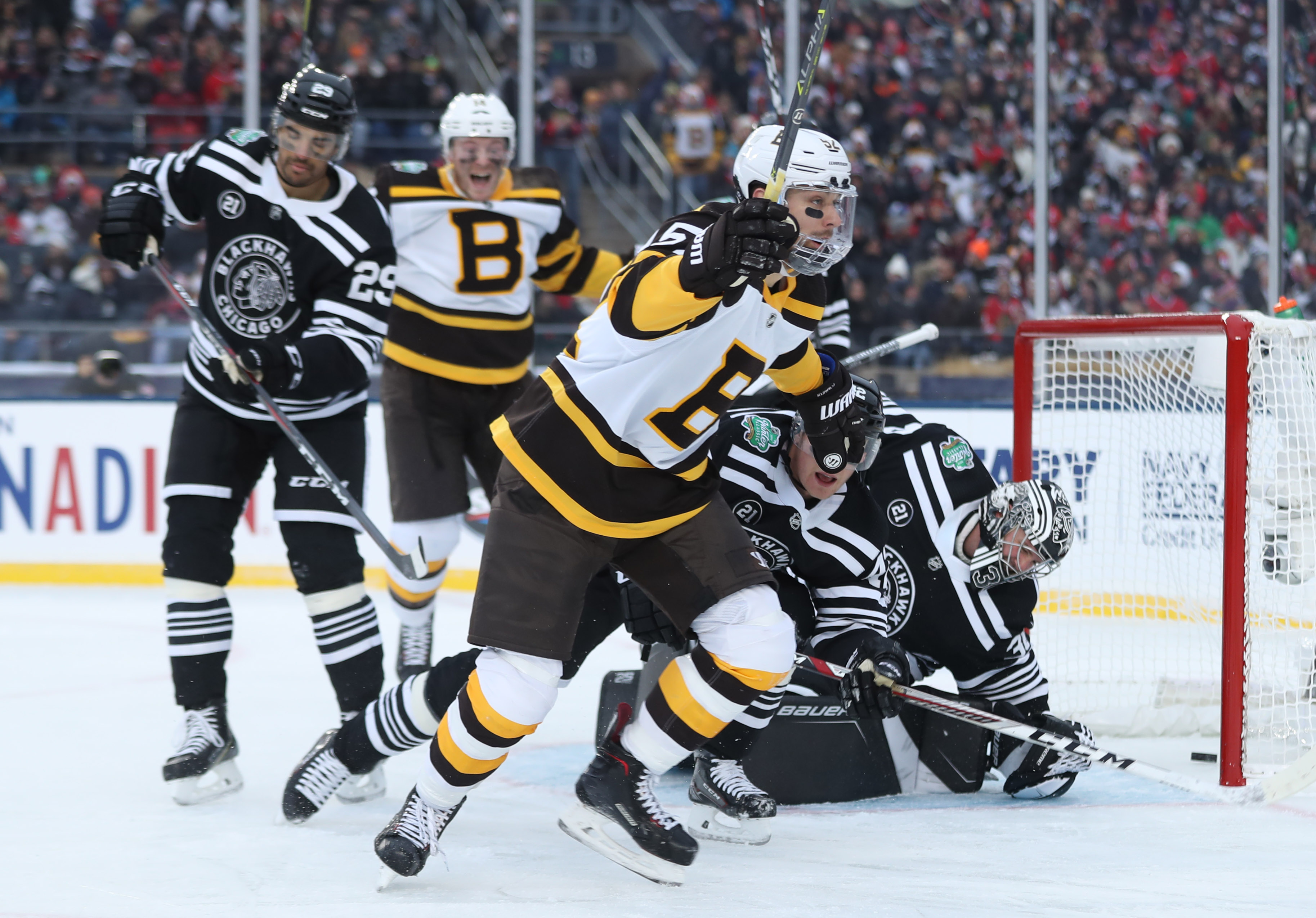 Blackhawks fall 4-2 to Bruins 0a1a589fc