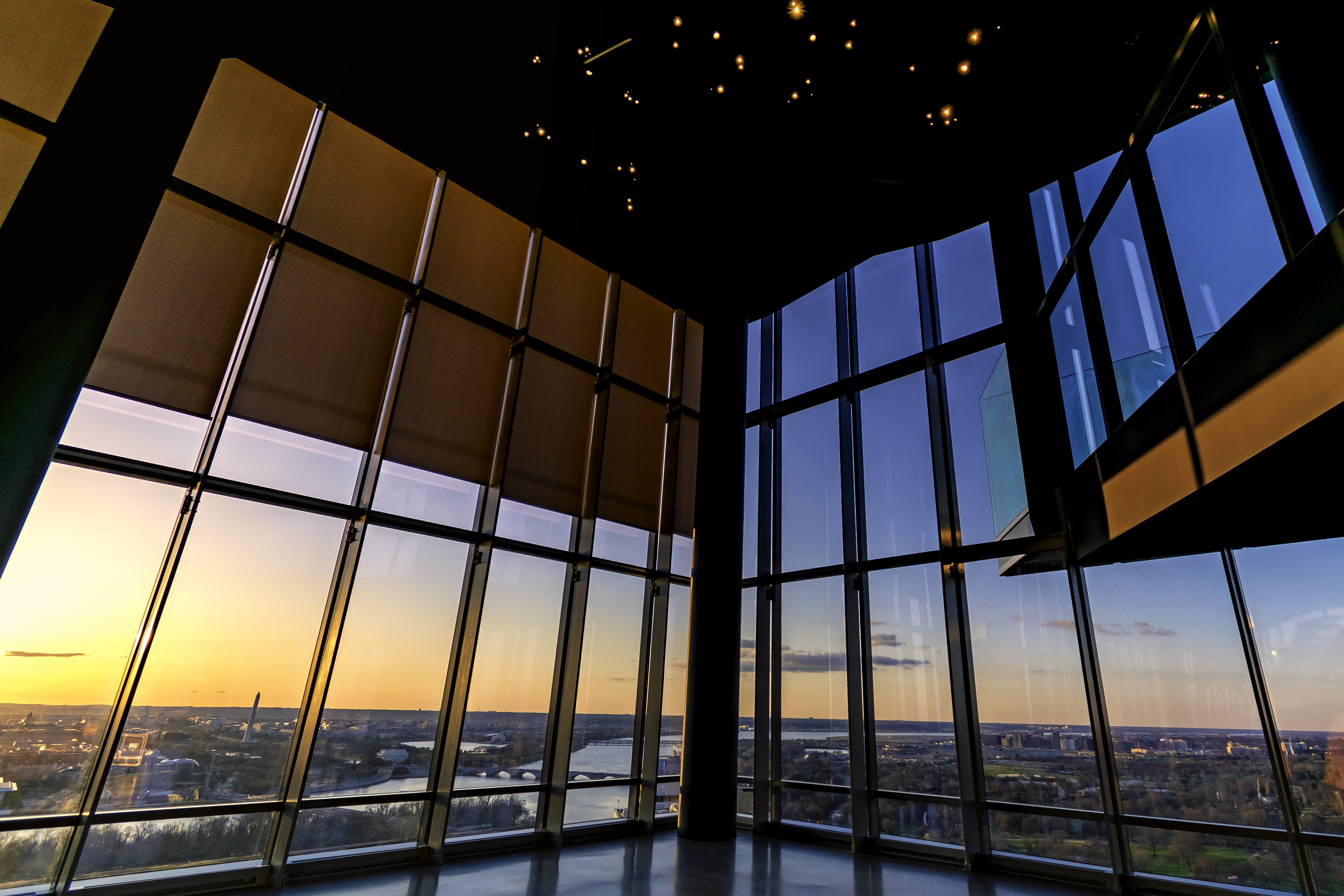 Champagne Comes With a 32nd-Story View At Rosslyn's Towering New Bar