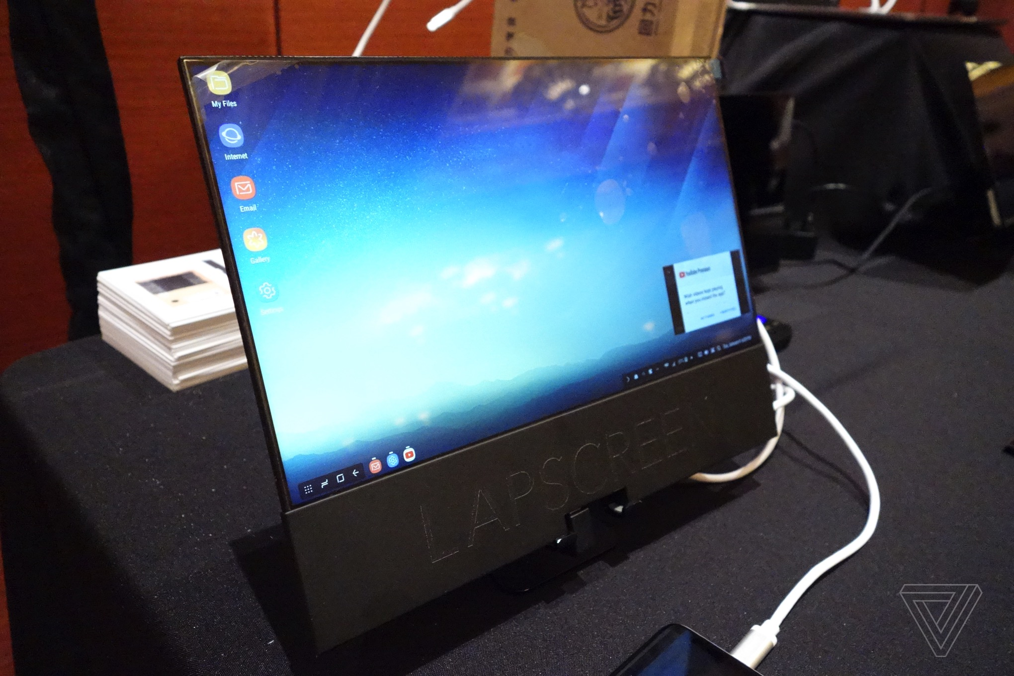 ef365d83176 The Lapscreen is a paper-thin 12.5-inch USB-C monitor you can take anywhere