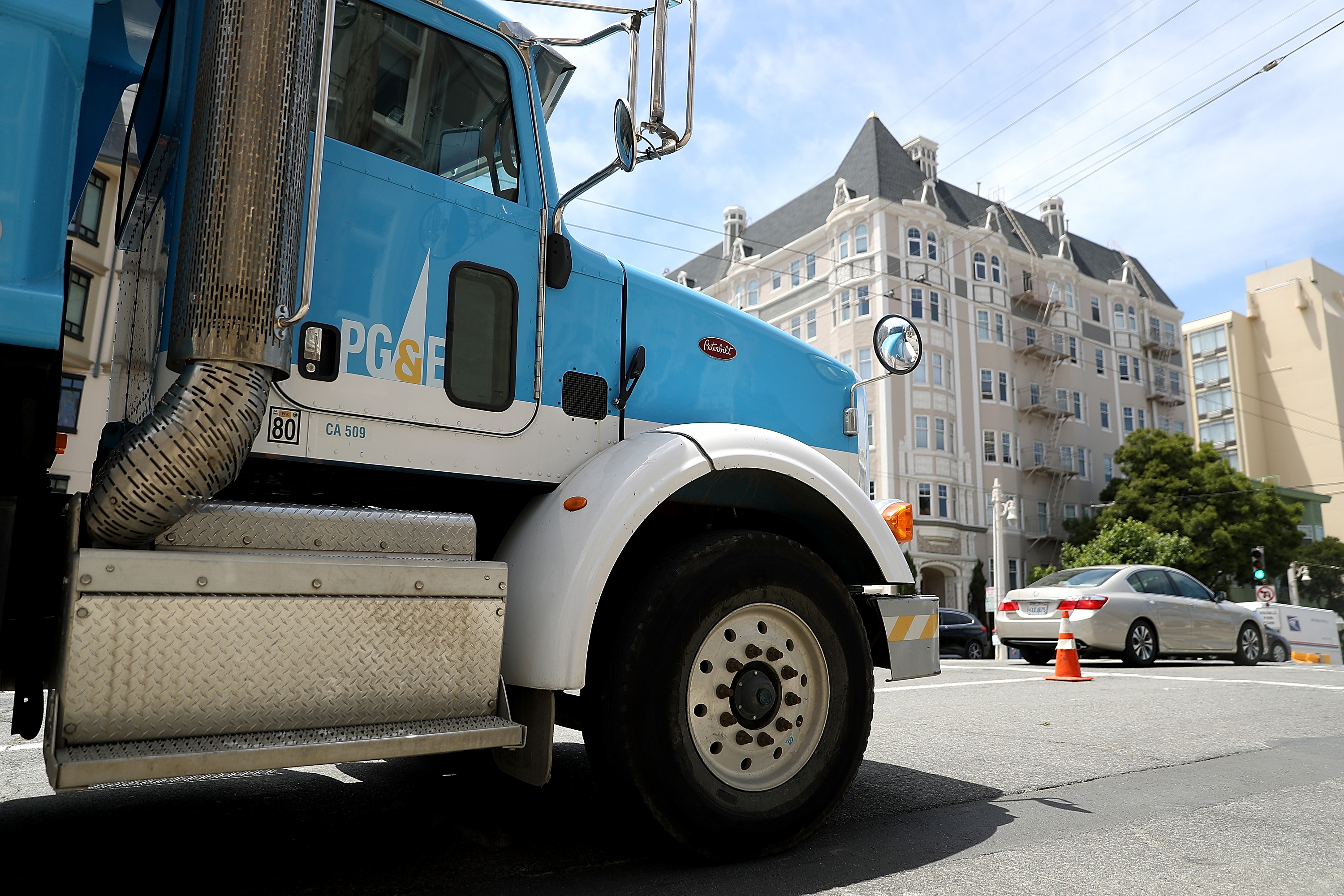 PG&E says it will declare bankruptcy; CEO resigns