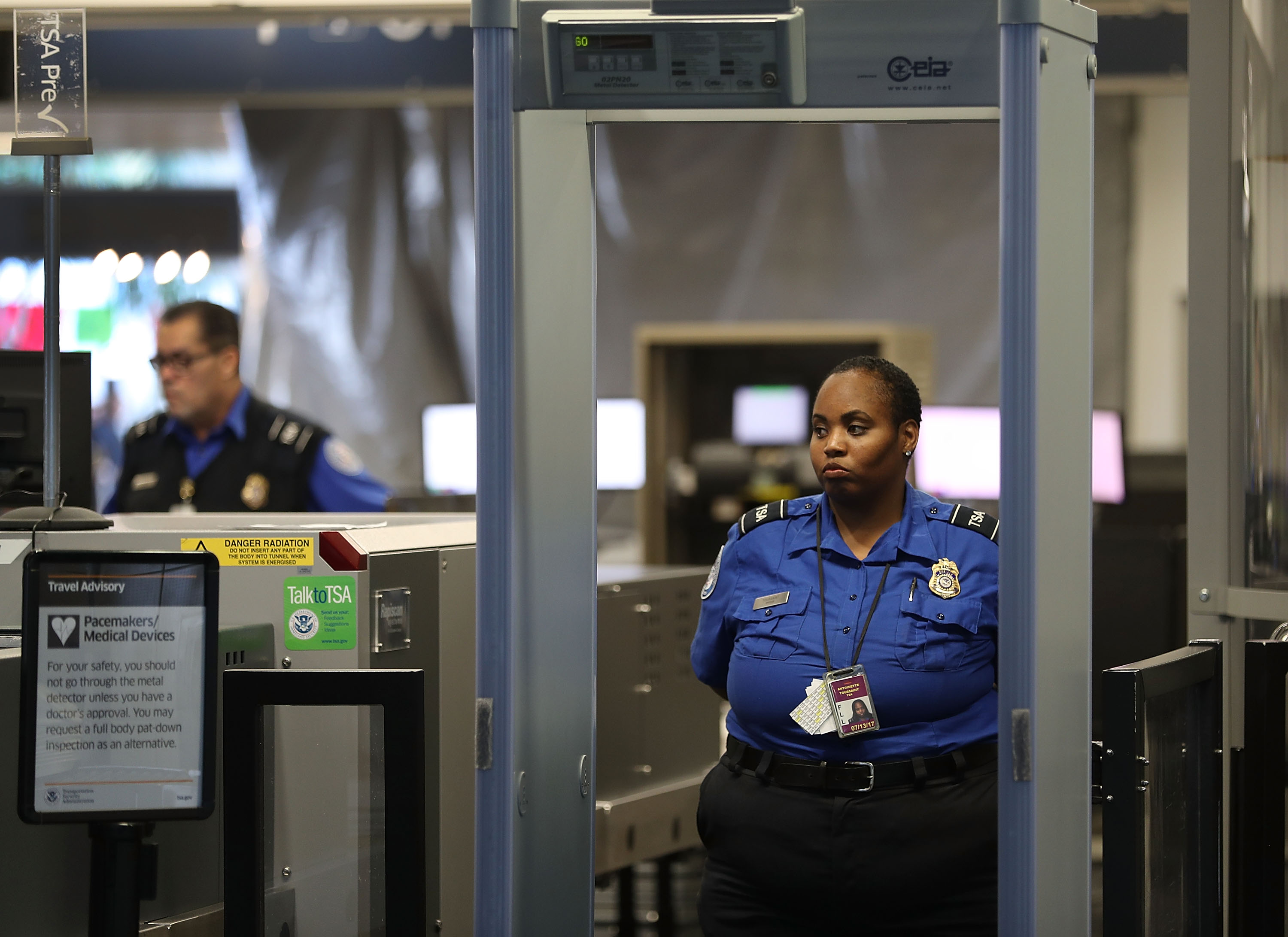 TSA agents were promised a $500 bonus after working unpaid for weeks. They haven't received it.