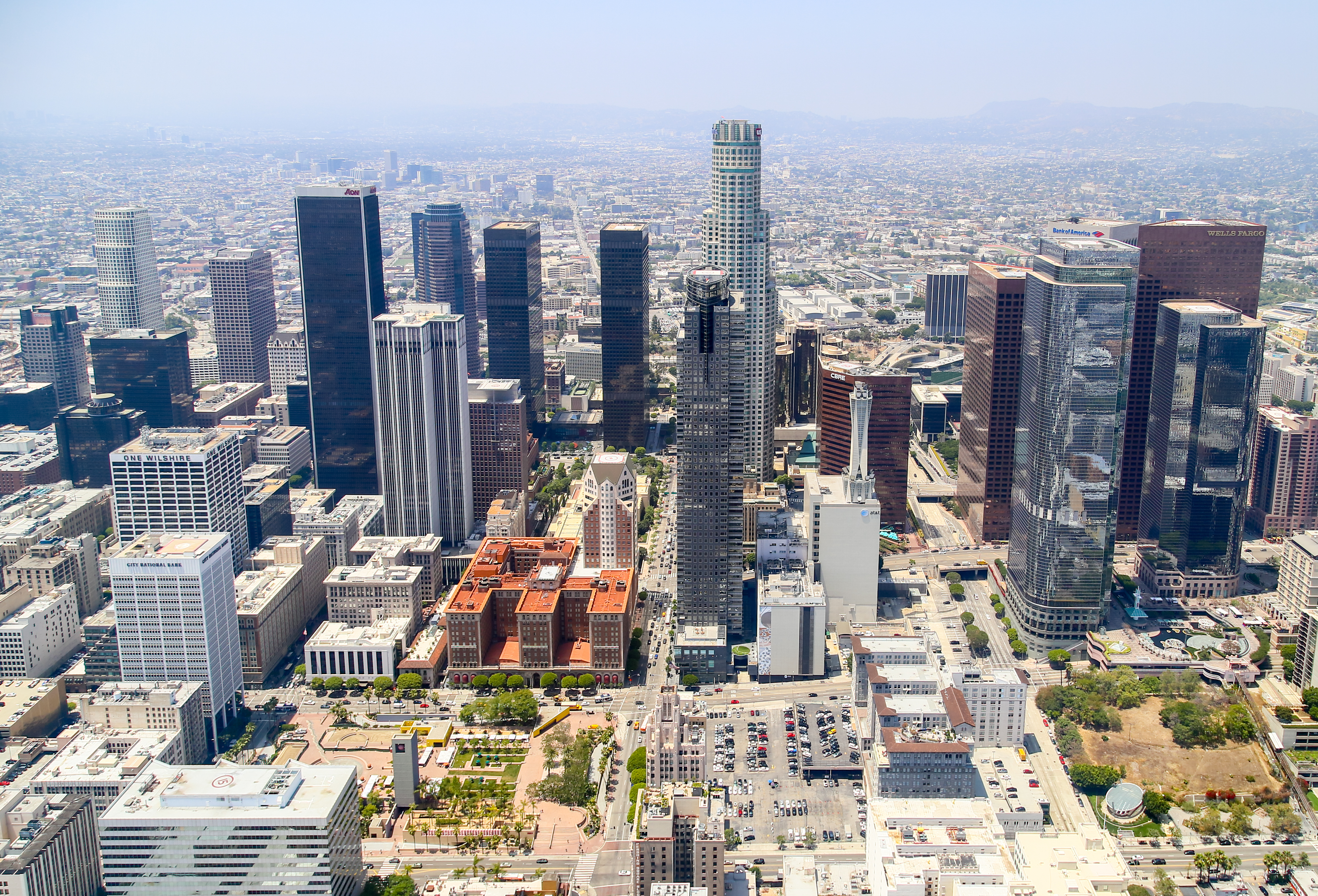Why does LA's mandatory retrofit program ignore vulnerable steel skyscrapers?