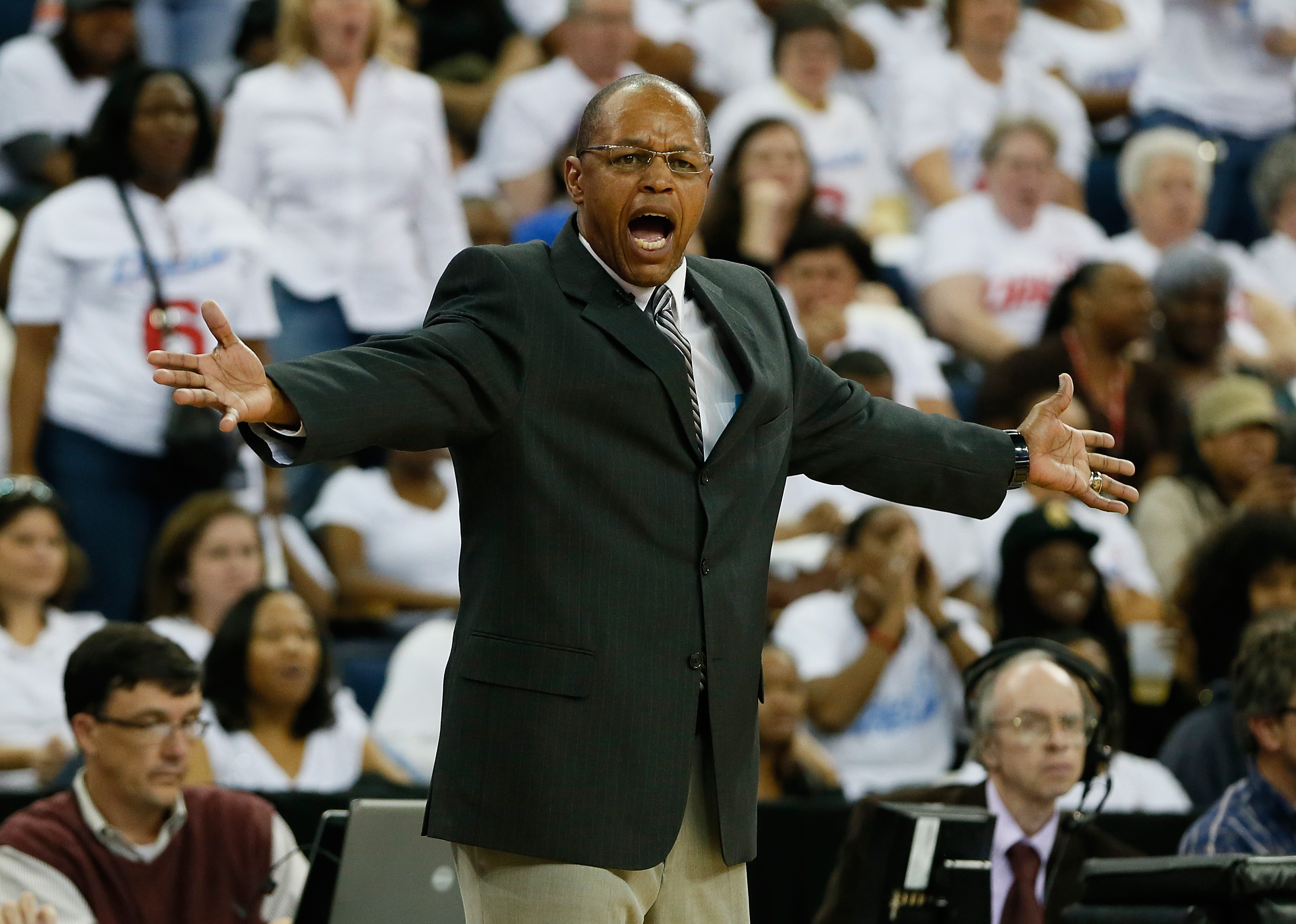 Los Angeles Sparks to hire Fred Williams as Derek Fisher's lead assistant coach