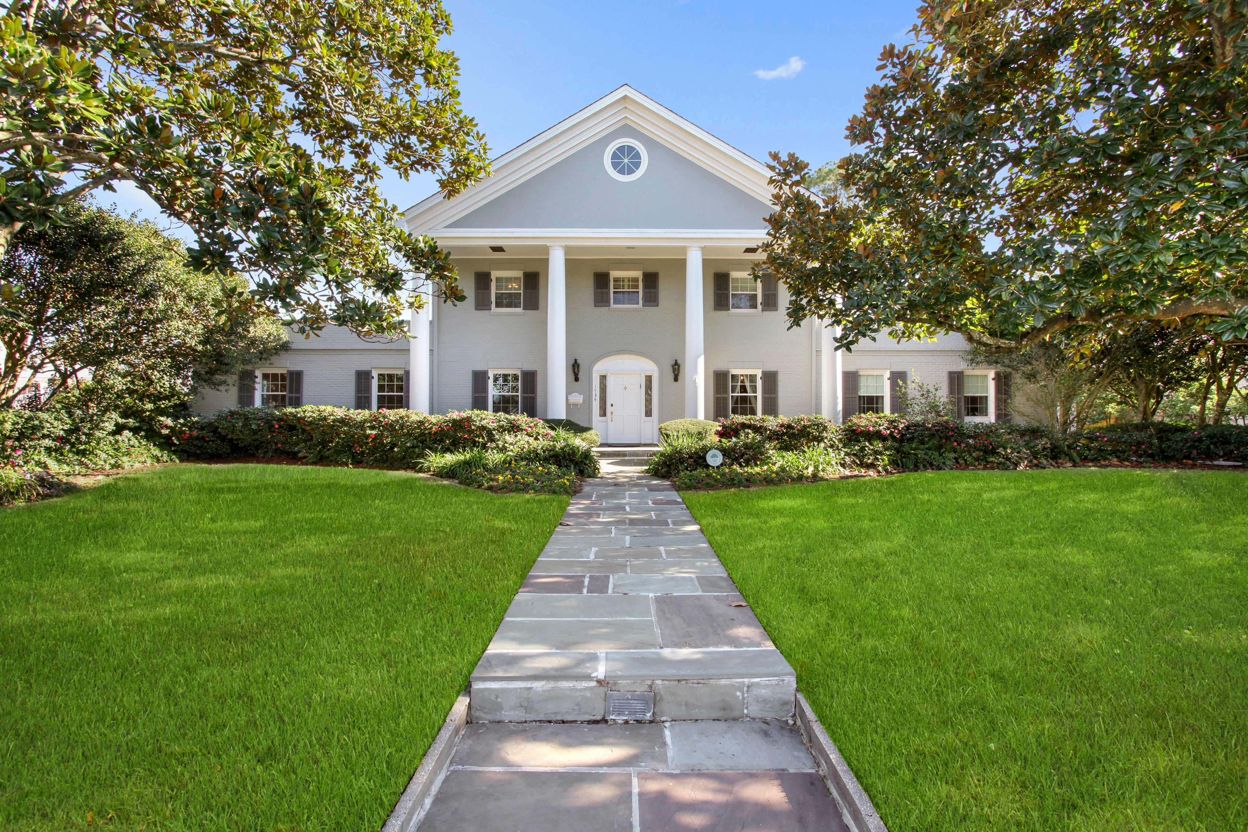 """Lake Terrace manse with a """"resort-style"""" saltwater pool asks $975K"""