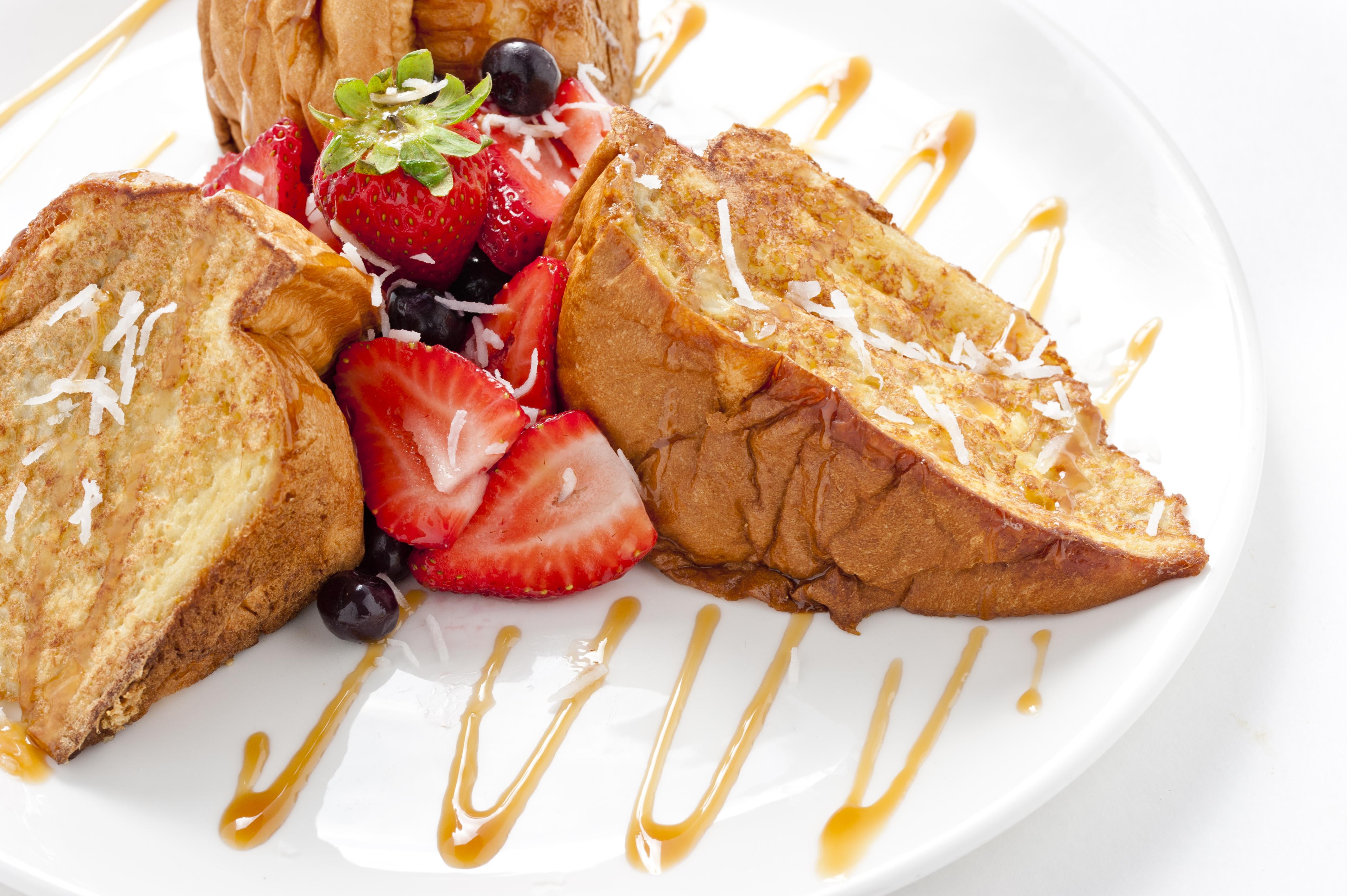 Tiki toast at The Broken Yolk Cafe