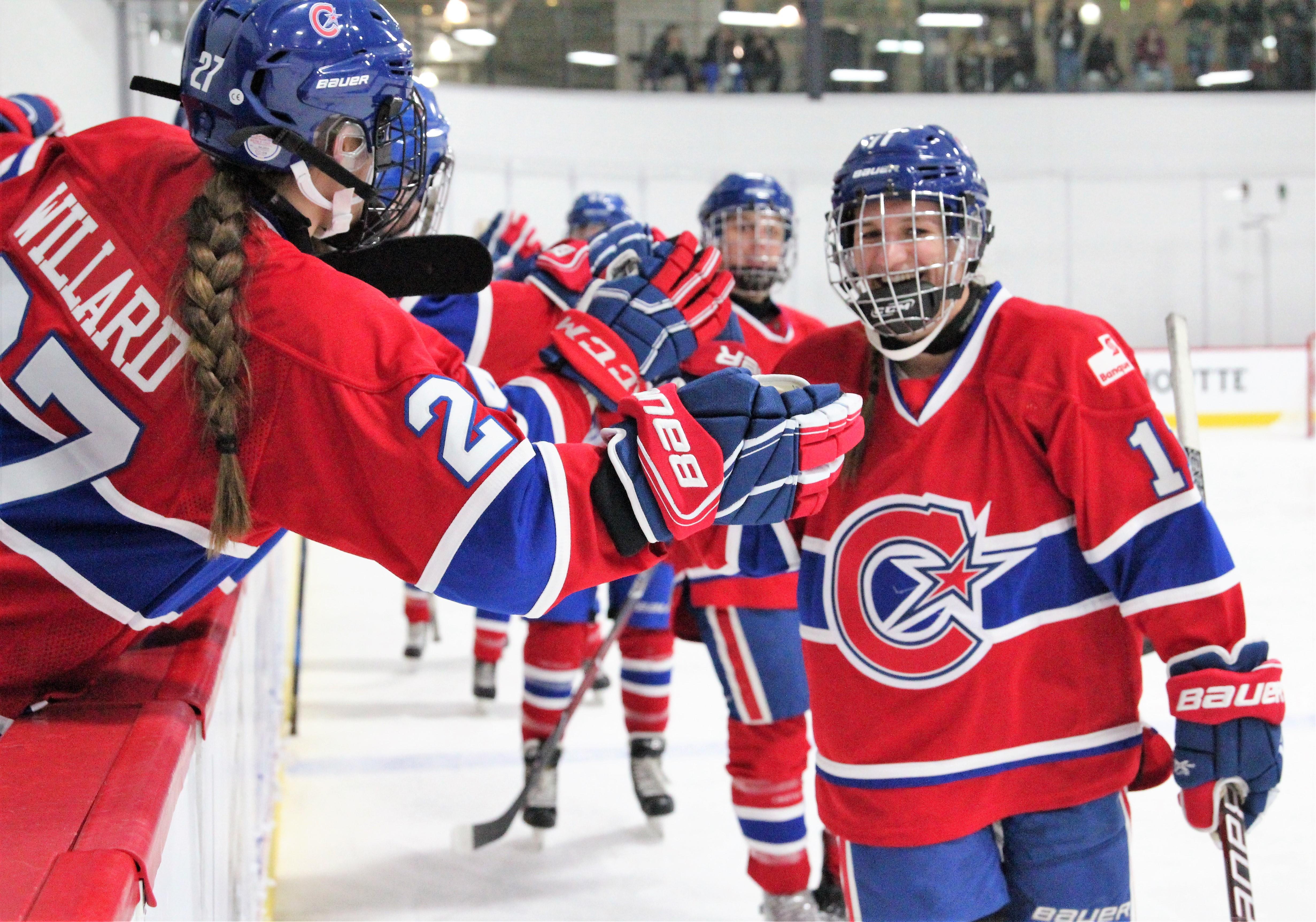Jill Saulnier (11) of les Canadiennes de Montréal celebrates a goal