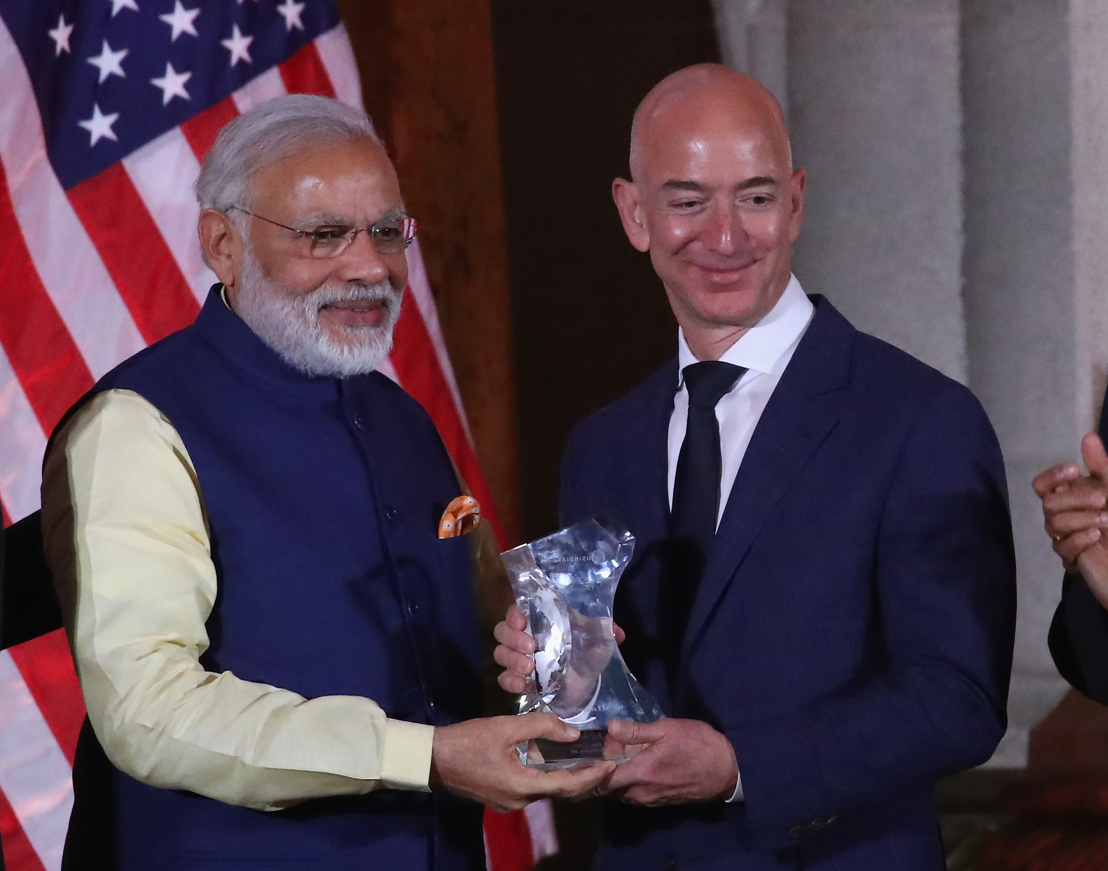 Amazon CEO Jeff Bezos, right, is presented with the 2016 USIBC Global Leadership Award by Indian Prime Minister Narendra Modi.