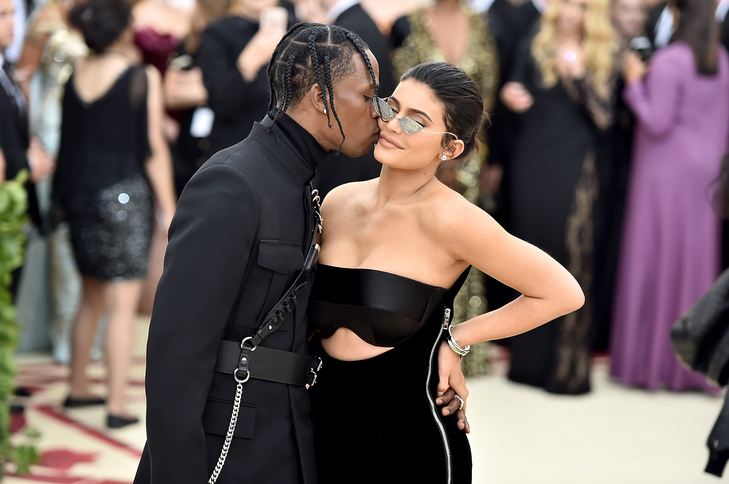 7e0ebcfa5 Travis Scott did not propose to Kylie Jenner during the Super Bowl halftime  show, booo
