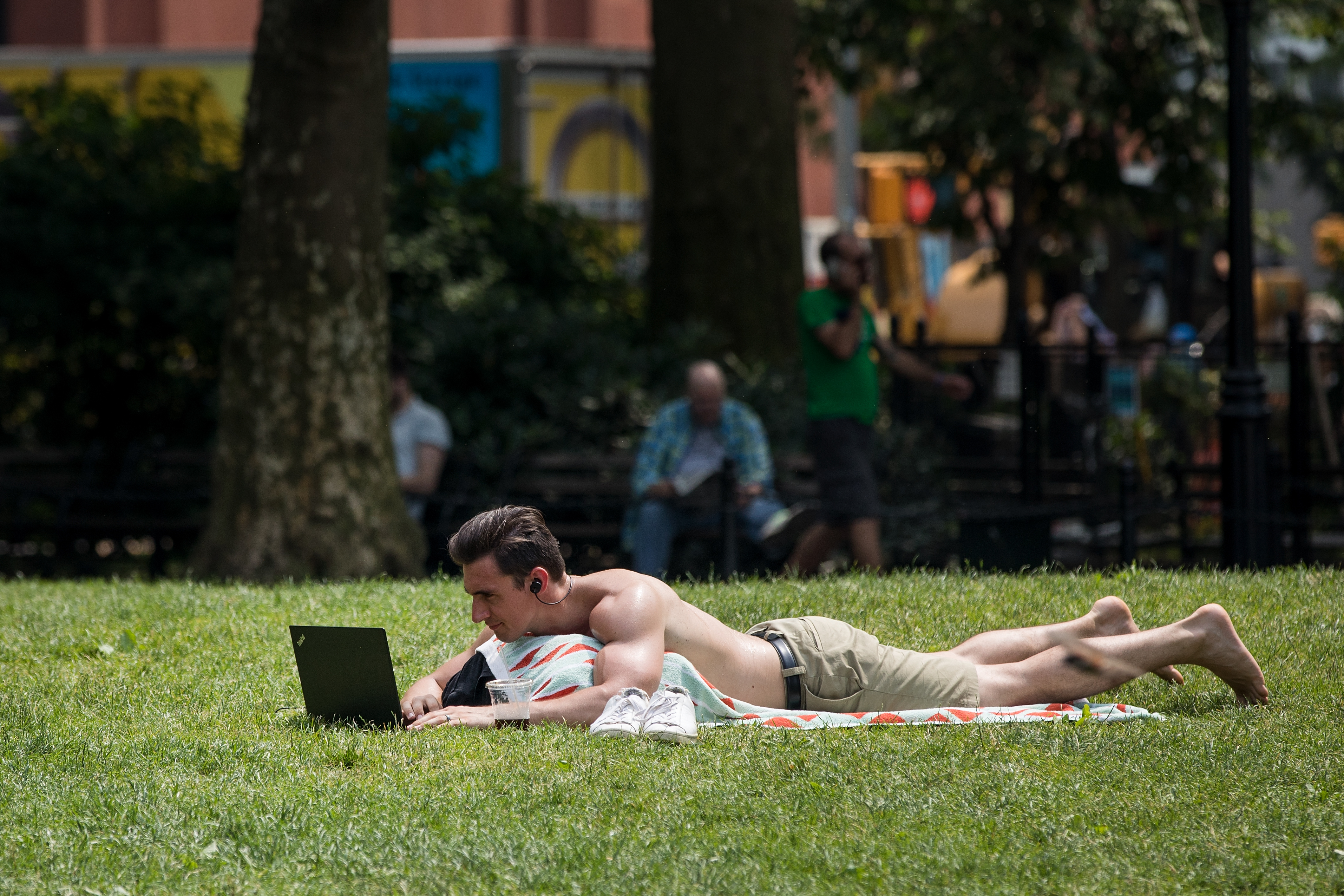 New Yorkers Seek Relief From First Summer Heat Wave