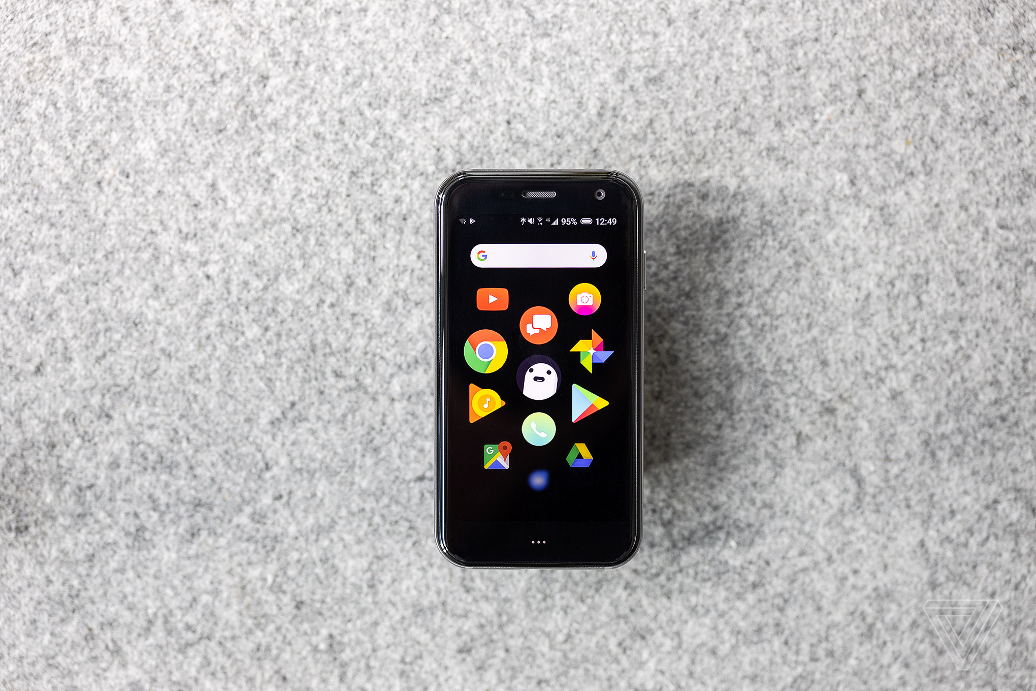 Palm phone review: it won't save you from your phone - The Verge