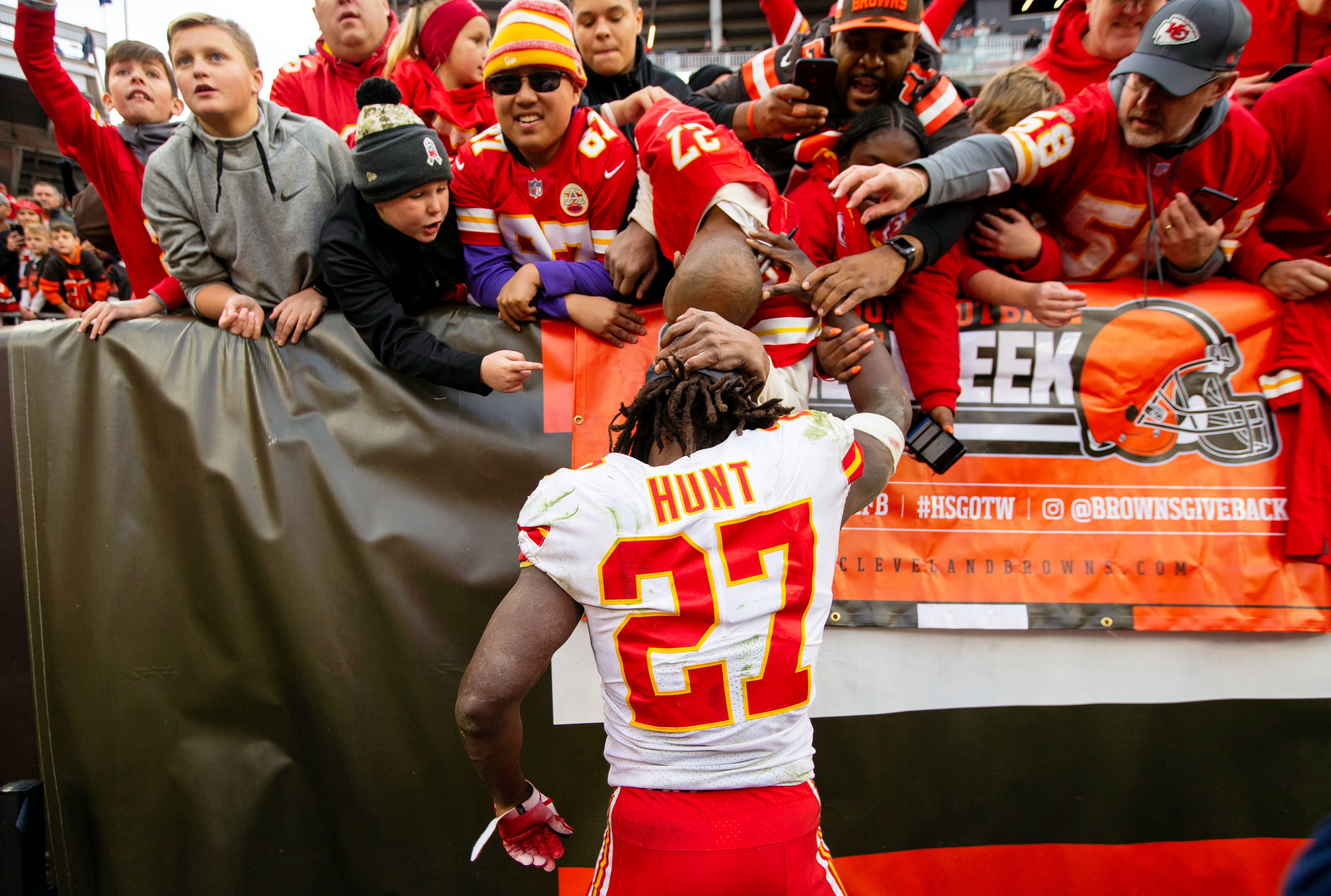 competitive price 46b5a cf685 Breaking: Browns sign RB Kareem Hunt - Dawgs By Nature