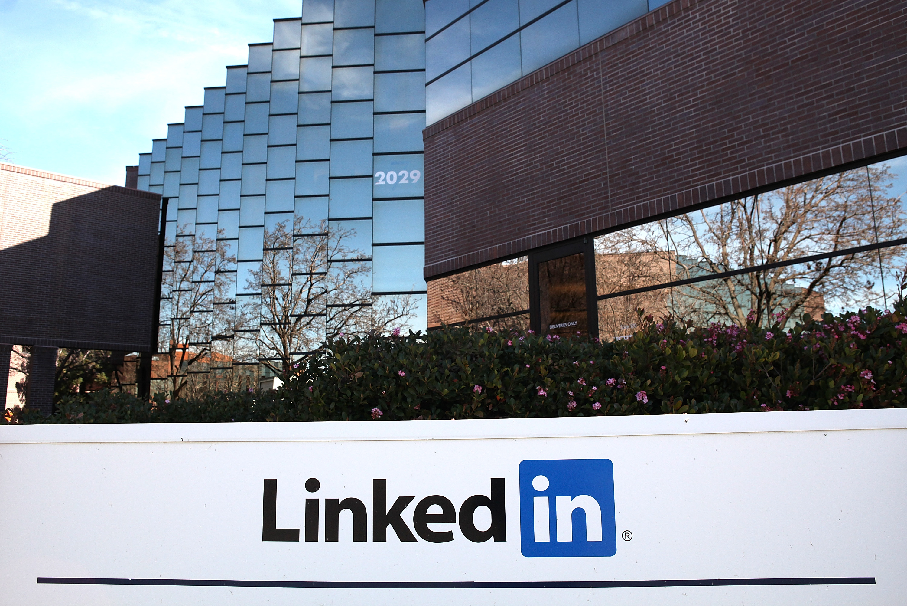 Microsoft helps LinkedIn launch its first live video streaming service