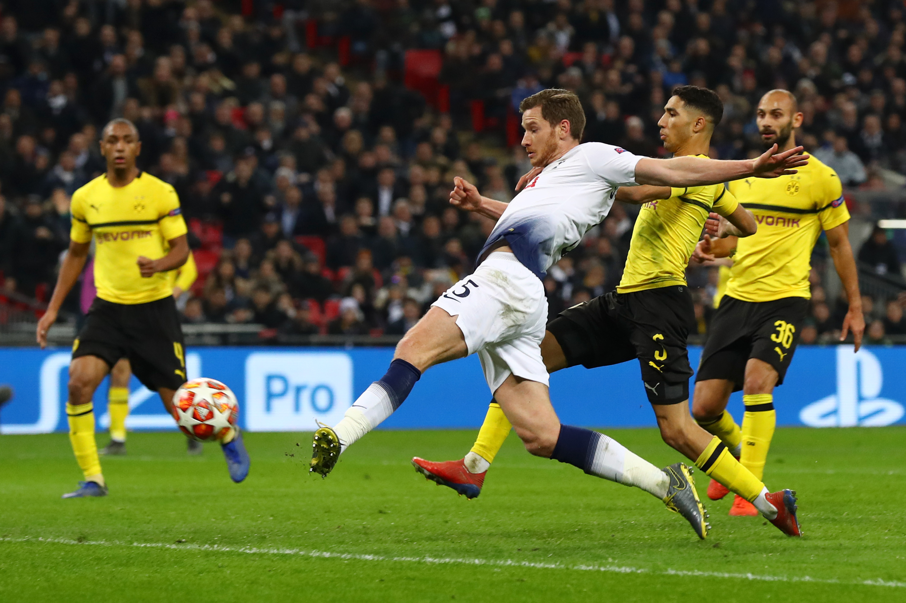 WATCH: Vertonghen, Llorente score late goals to pull away from Dortmund