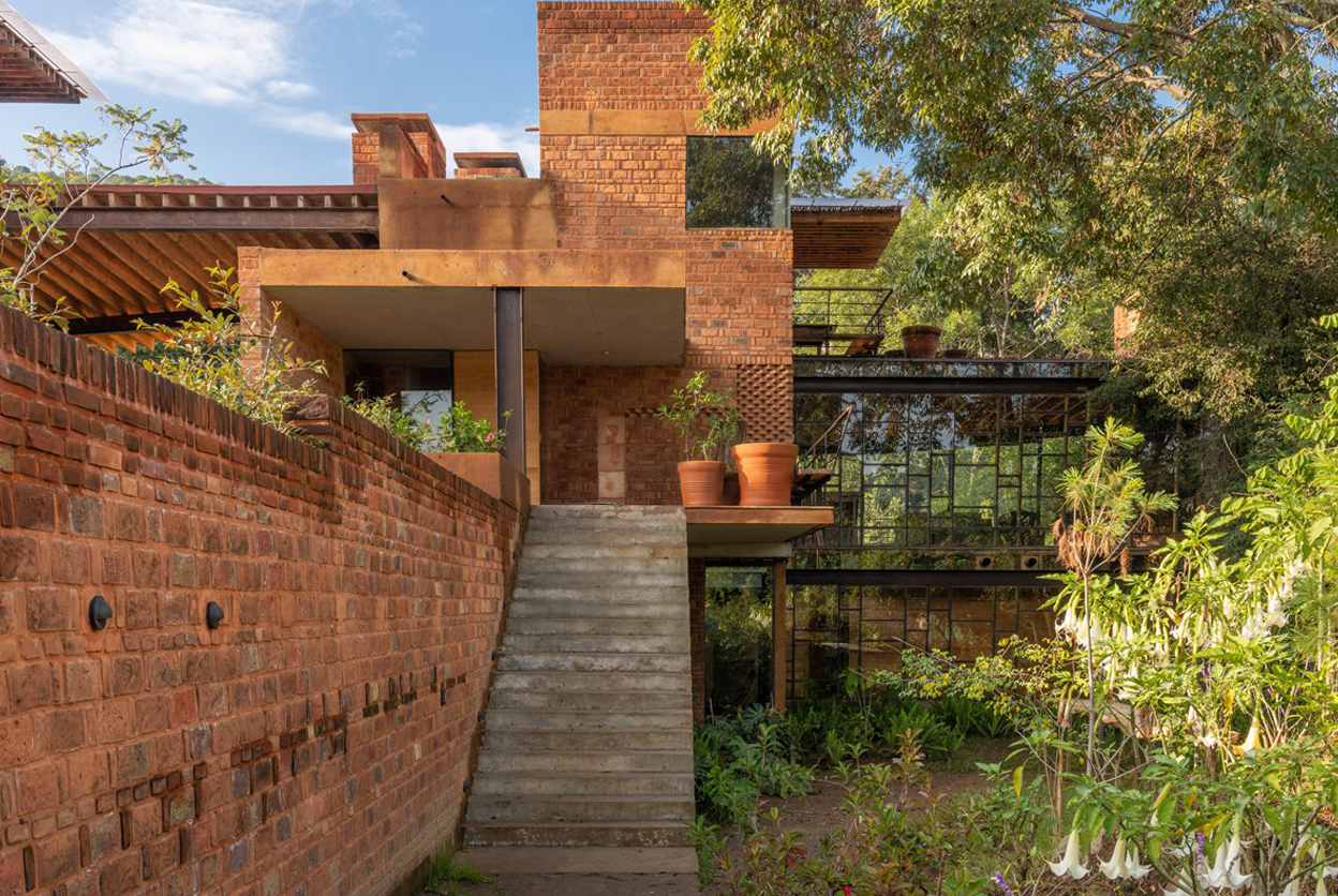 Brick vacation home was inspired by Frank Lloyd Wright's Usonian style