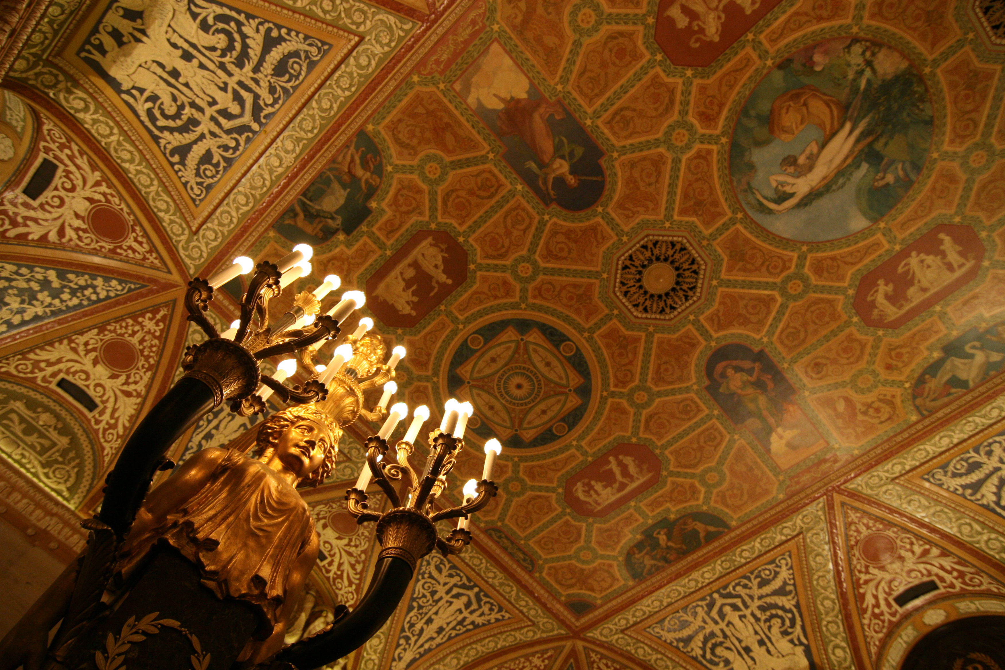 The iconic lobby of the Palmer House Hotel is getting restored to its former glory