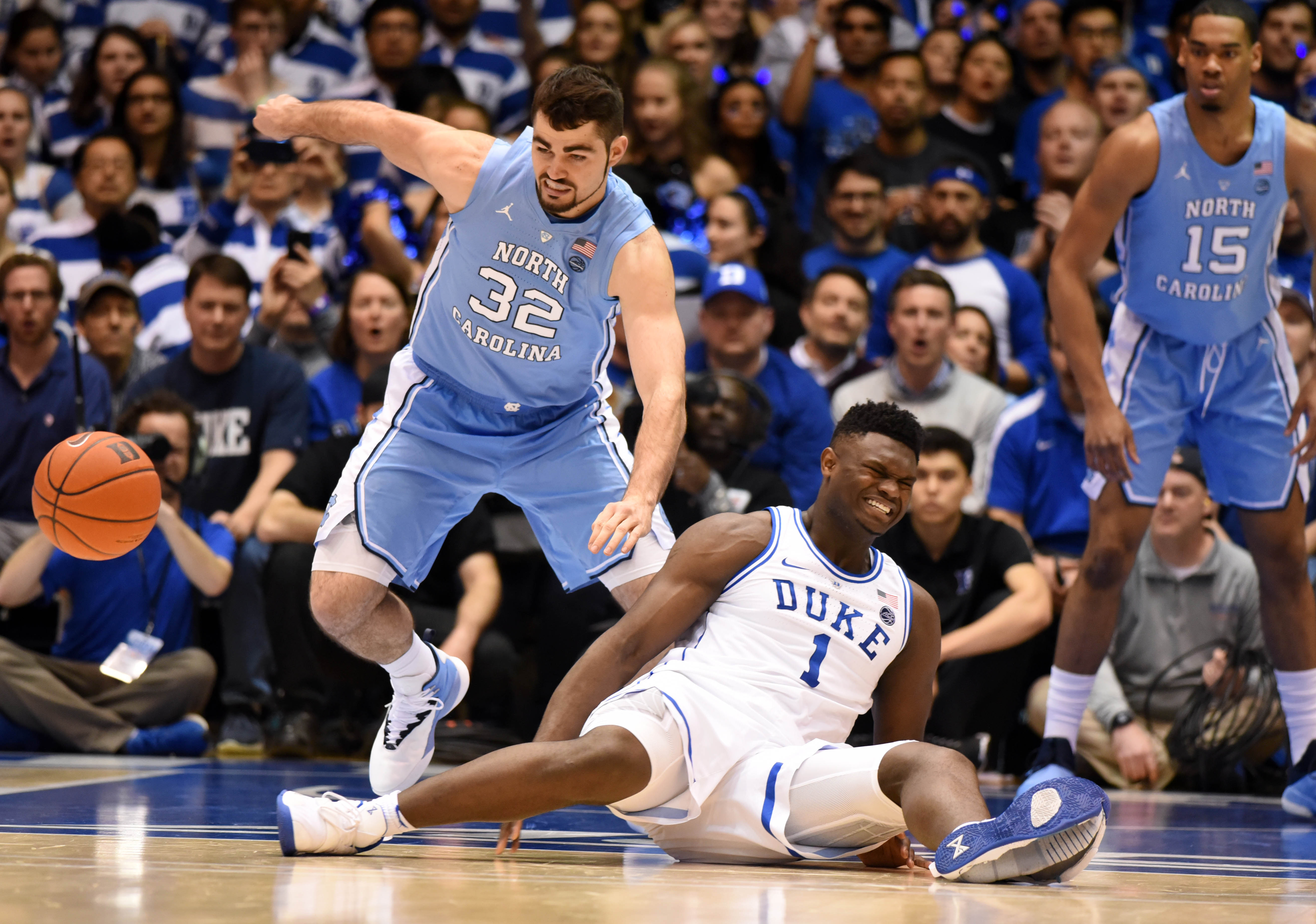 Zion Williamson injury: Day-to-day after blowing out shoe, injuring knee