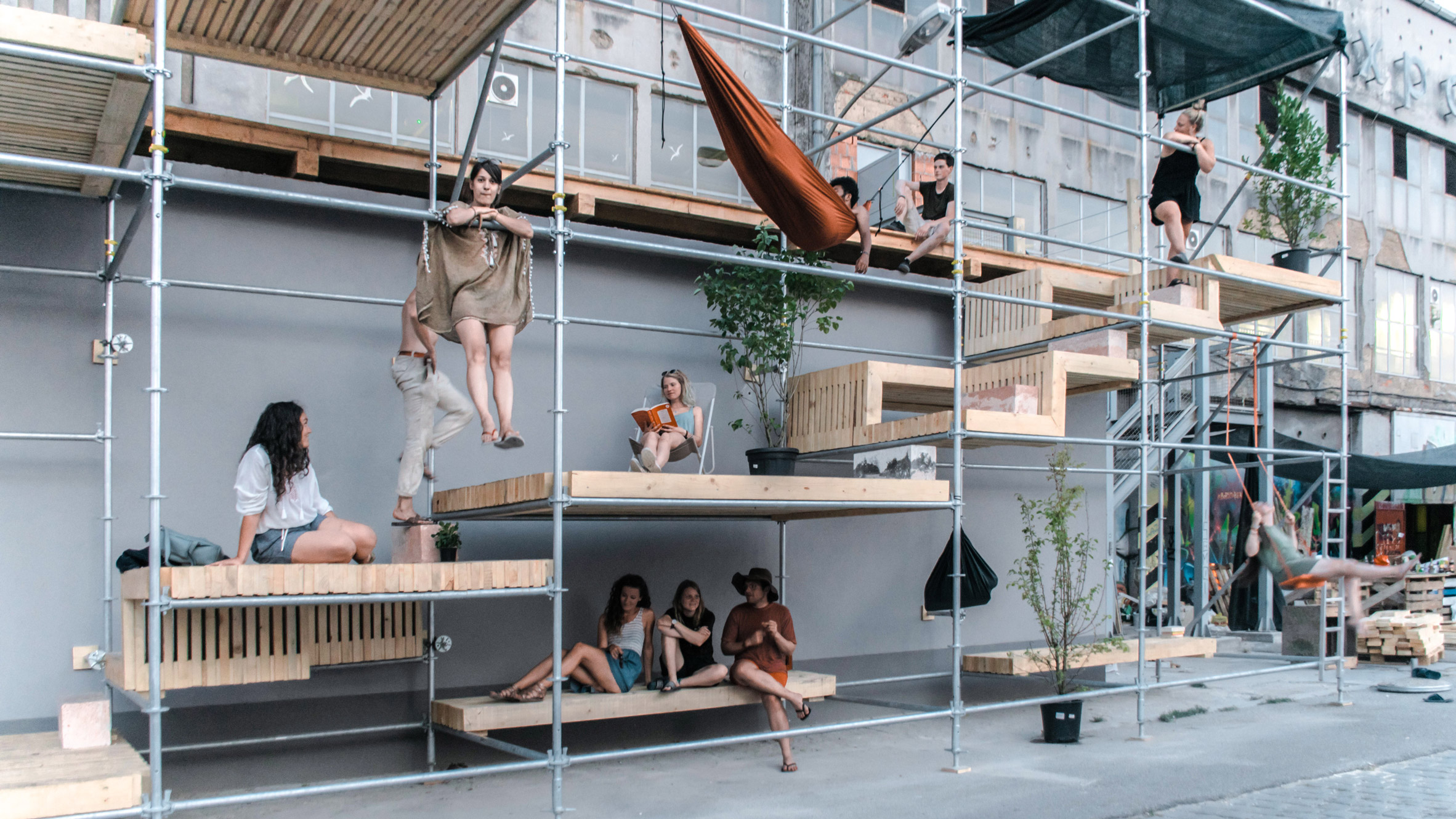 Tiered platforms create nifty street furniture