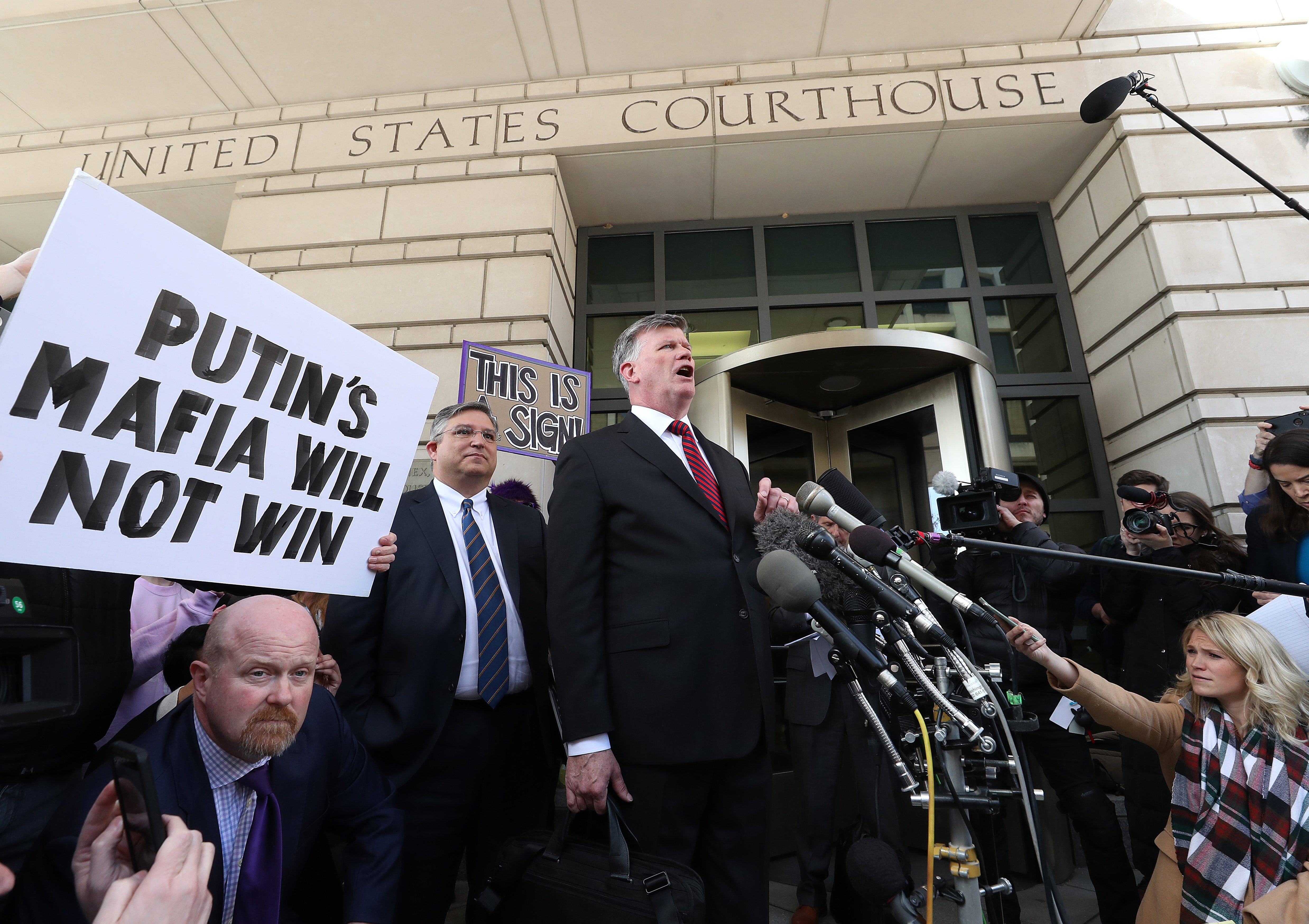 Mueller news: Manafort attorney shouted down for collusion comments