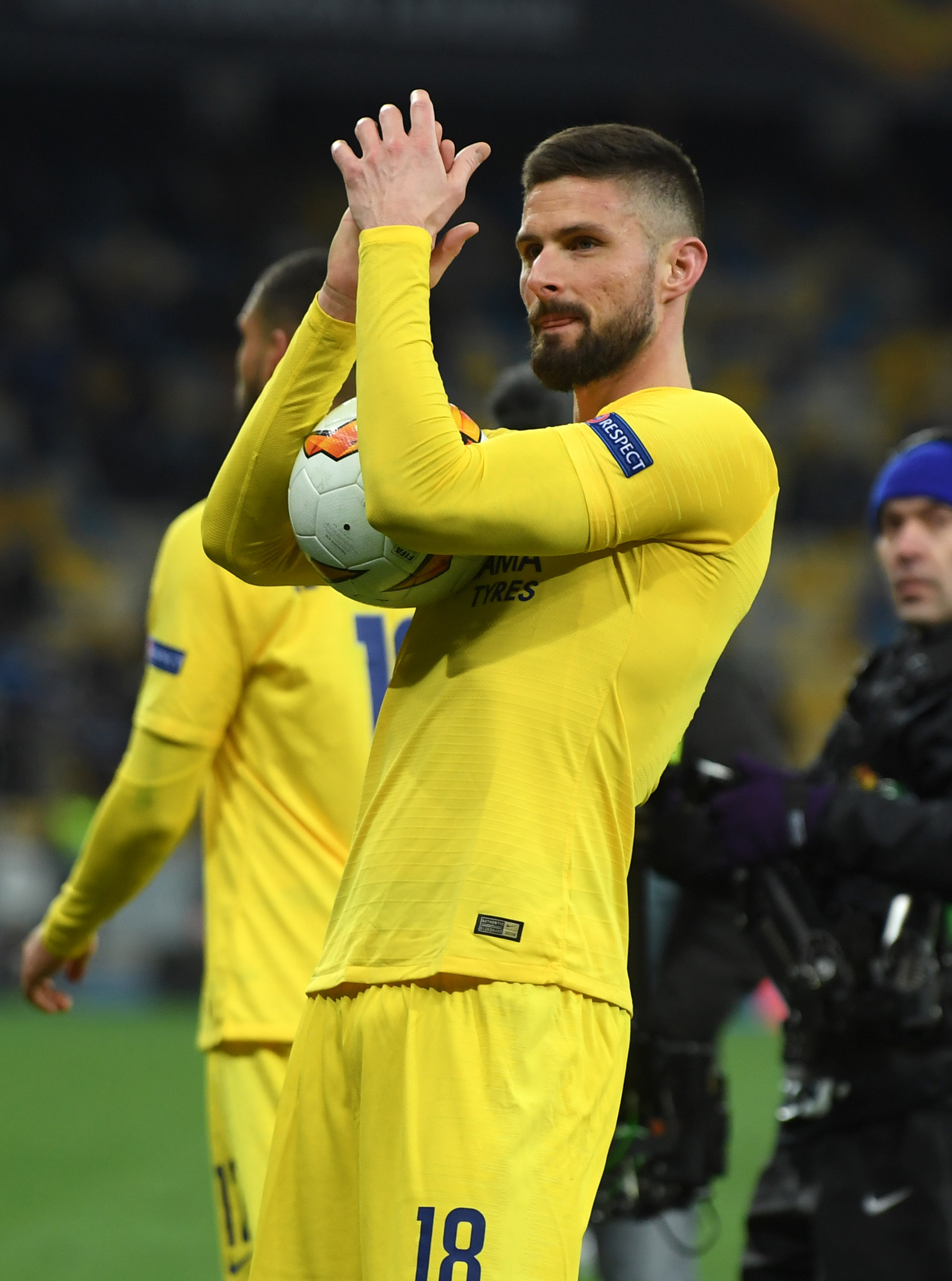 Giroud not going gently into that good night, wants to play every game