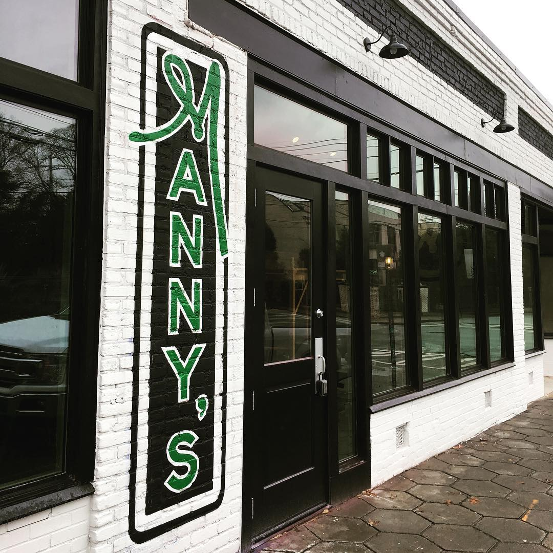 Neighborhood Pub Manny's Grant Park Opens