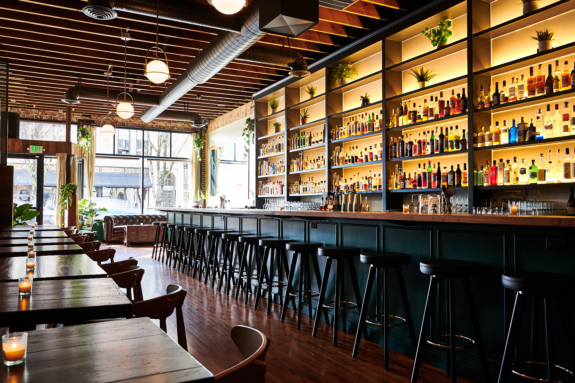 Inside Lulu, the New Emerald-Tinged Lounge Slinging Fruit-Infused Cocktails