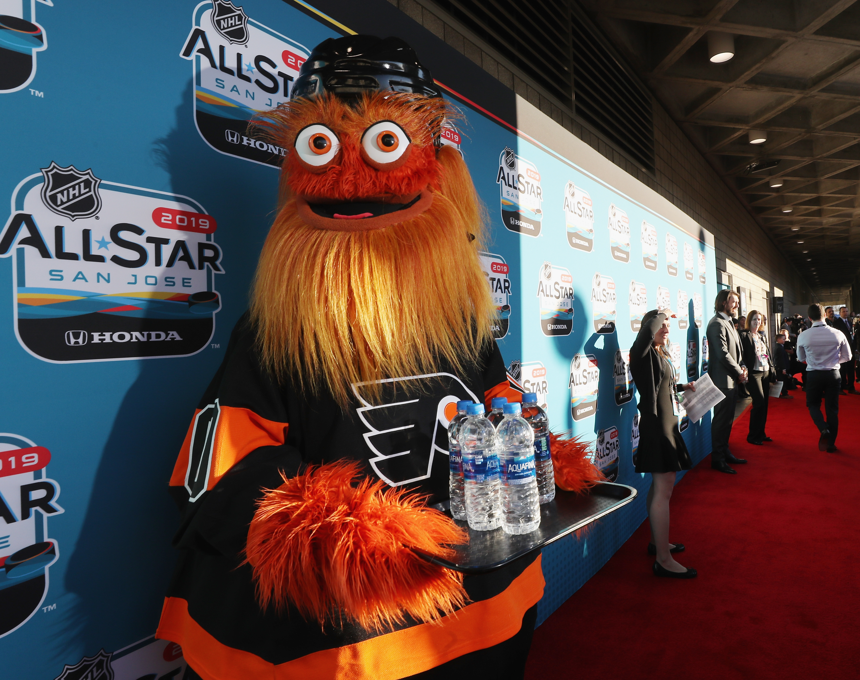 Close Out the Week With This Video of Gritty Throwing a Cheesesteak at a Human