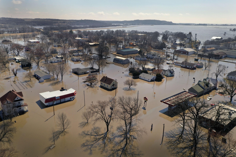"Nebraska flood 2019: ""Potentially unprecedented flood season,"" NOAA warns"