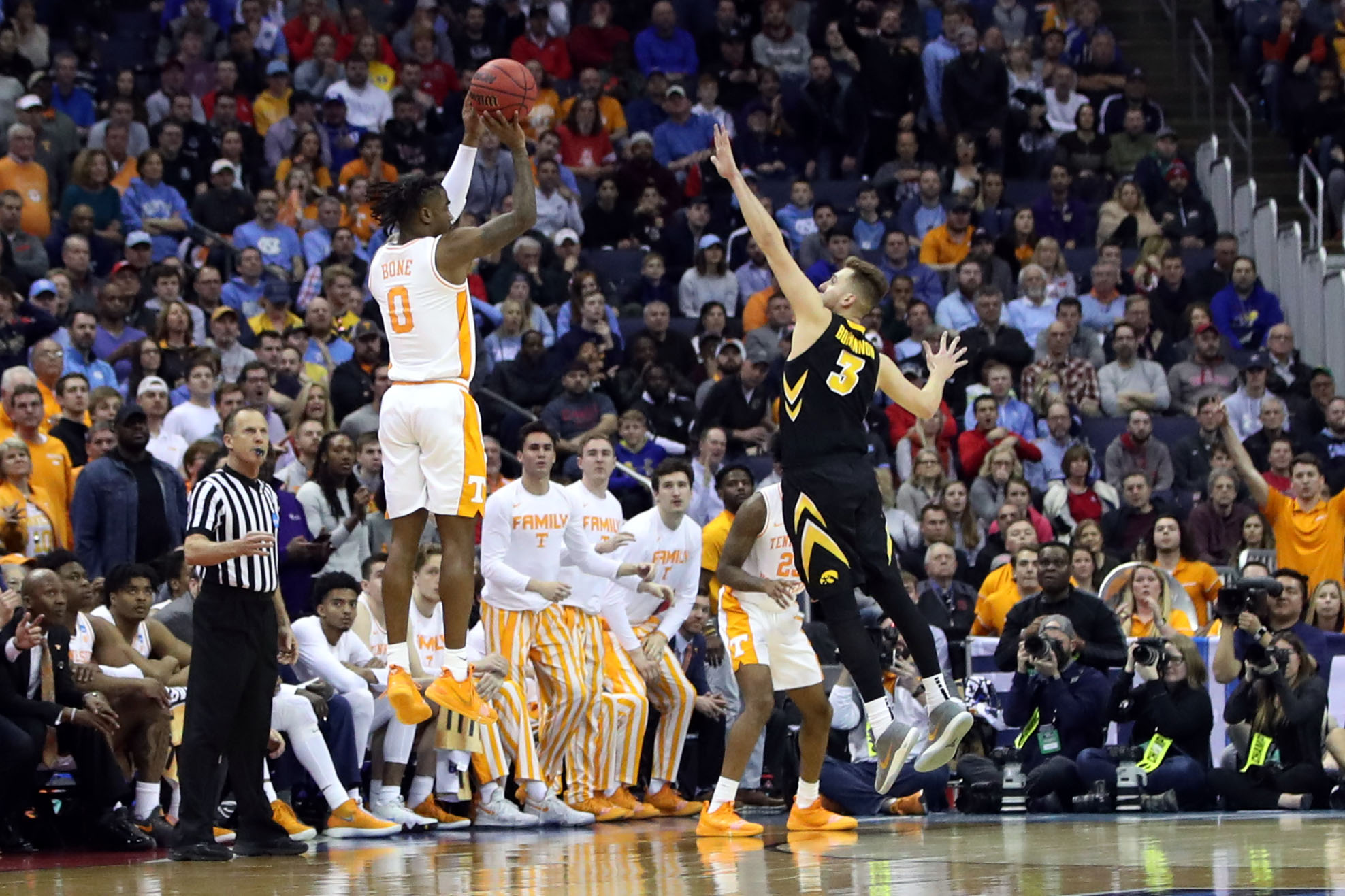 Tennessee vs. Iowa: How Vols survived biggest collapse in March Madness history