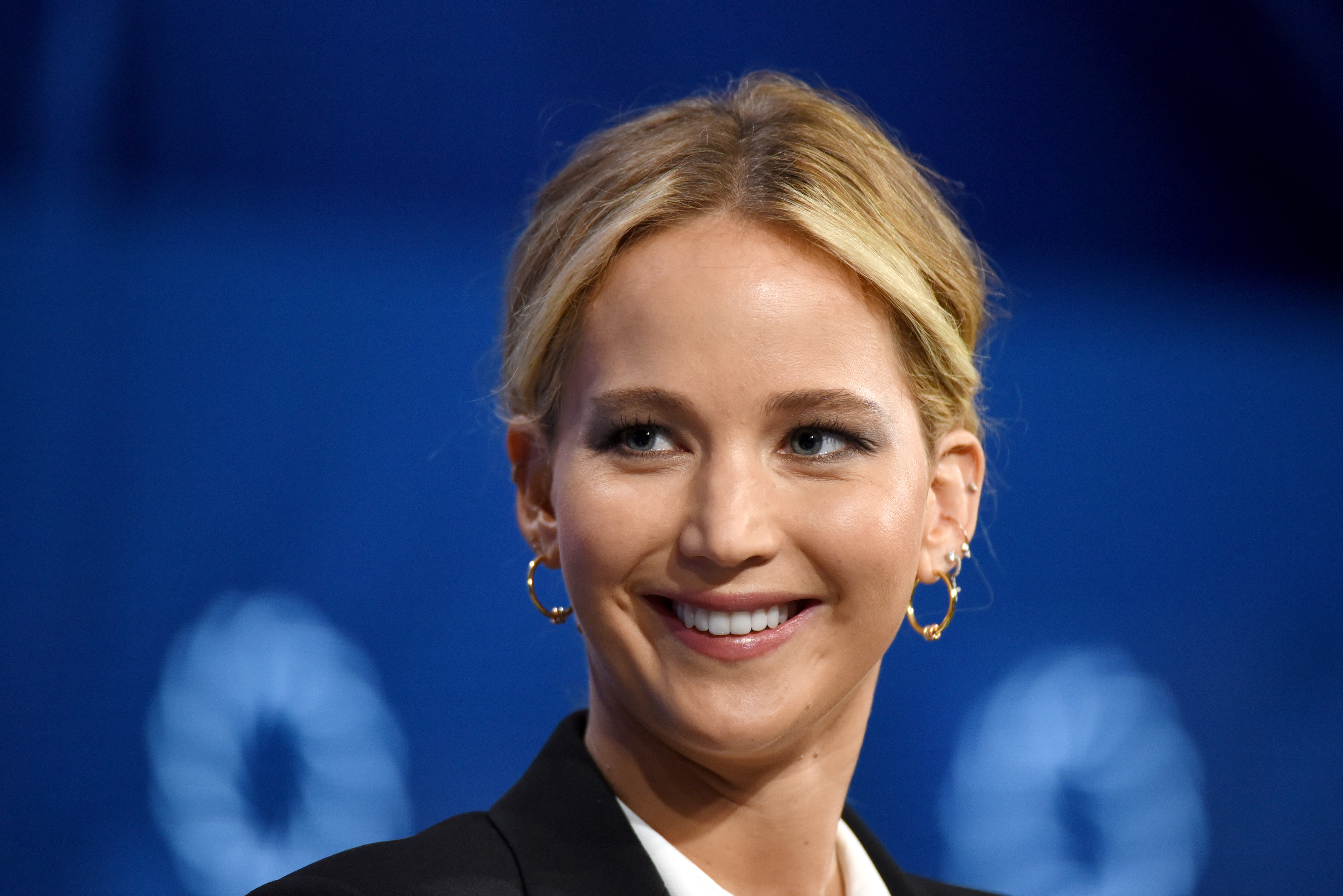 Jennifer Lawrence and Adele Hit Village Gay Bar Pieces for Raucous Drinking Contest