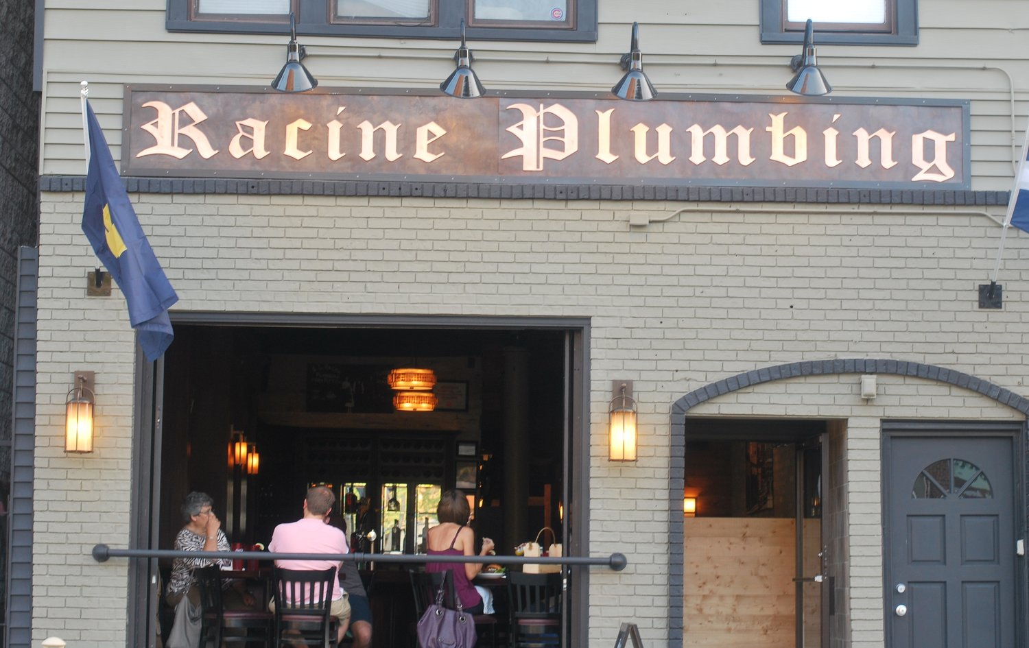 Racine Plumbing, a Popular Lincoln Park Sports Bar, is Closing