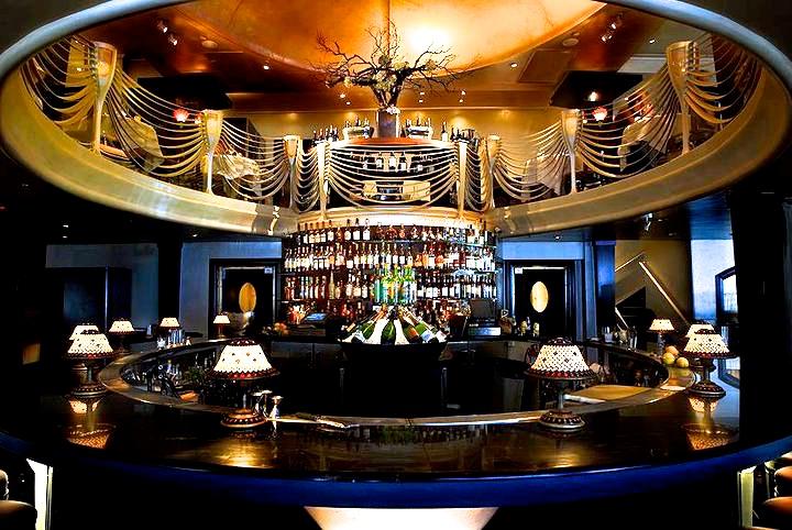 Jardinière's bar.