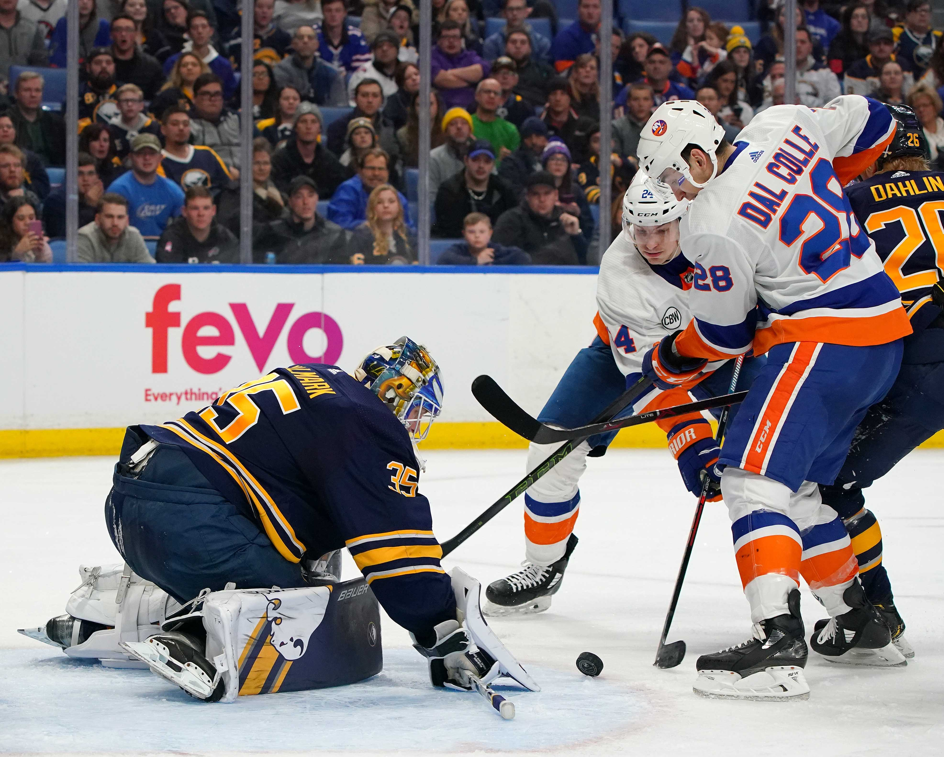 NHL: New York Islanders at Buffalo Sabres