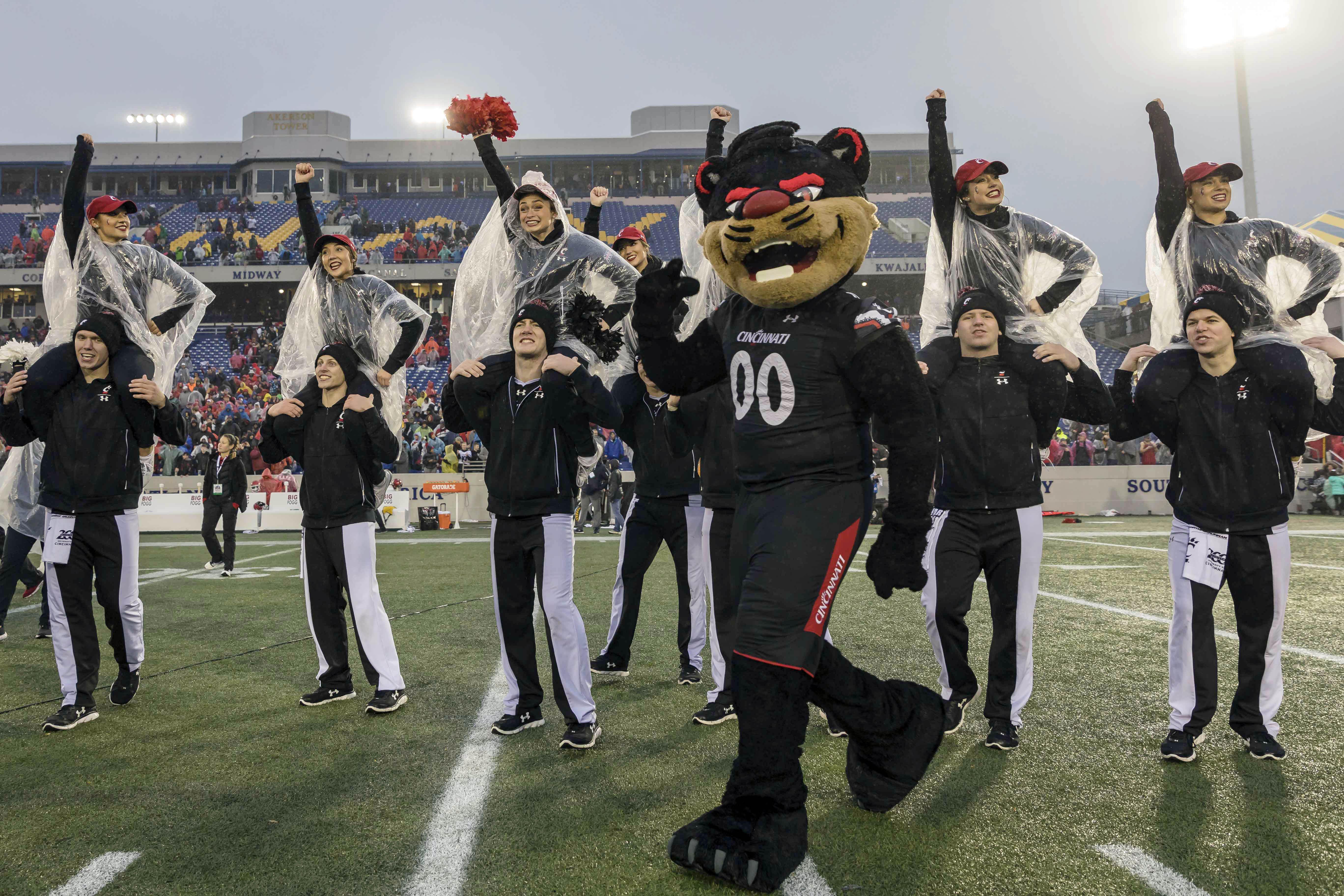 NCAA Football: Military Bowl-Cincinnati vs Virginia Tech