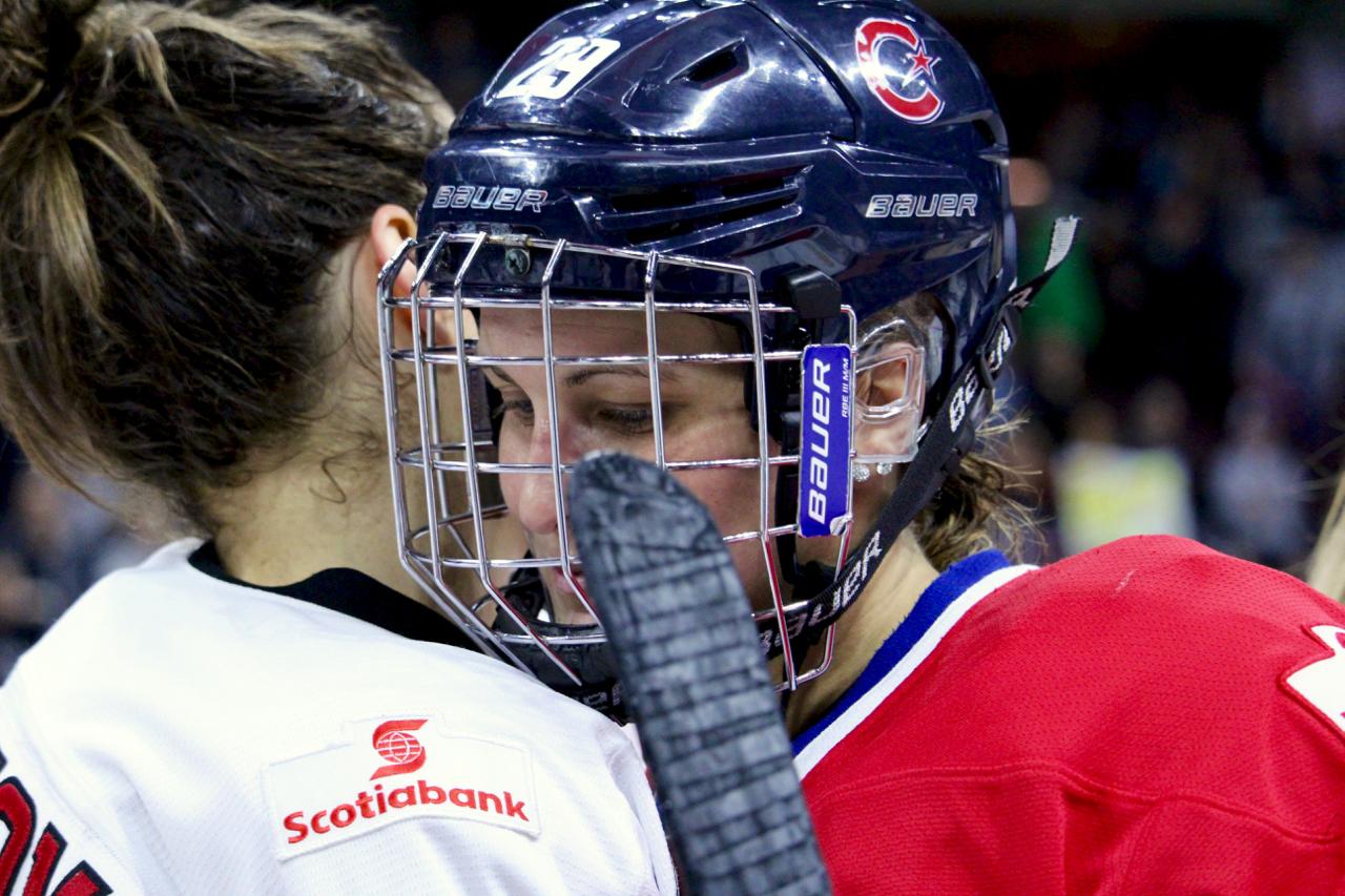 canadiennes lose poulin handshake