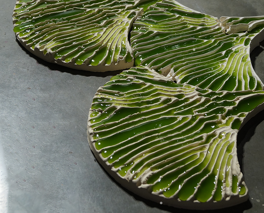 Leaf-shaped wall tiles use algae to purify wastewater