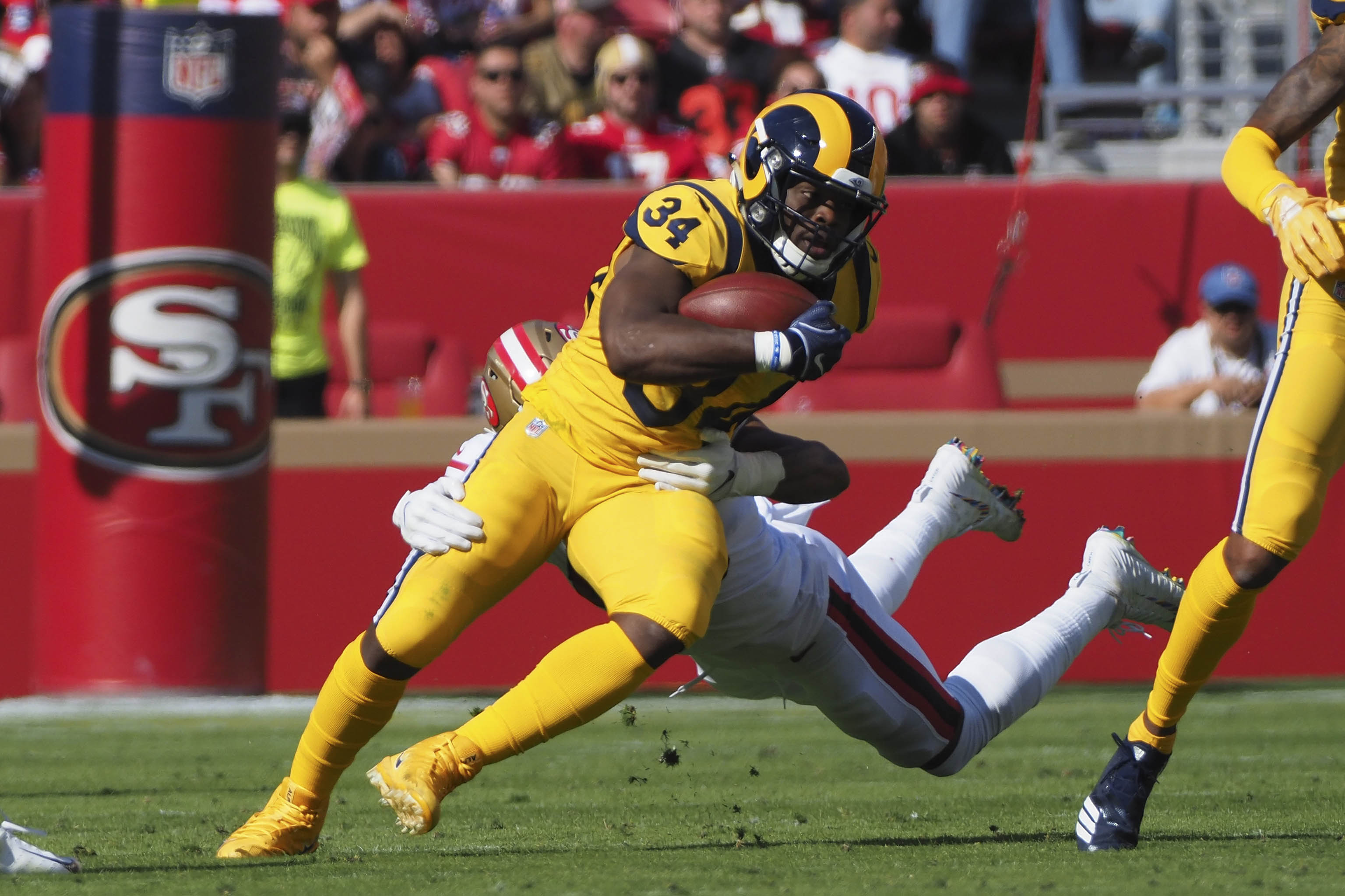 Los Angeles Rams RB Malcolm Brown carries the ball against the San Francisco 49ers, Oct. 21, 2018.