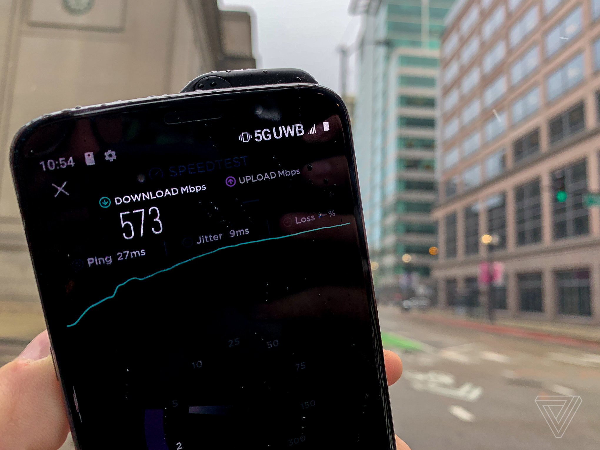 Verizon's 5G network is blazing fast, but it barely exists - The Verge