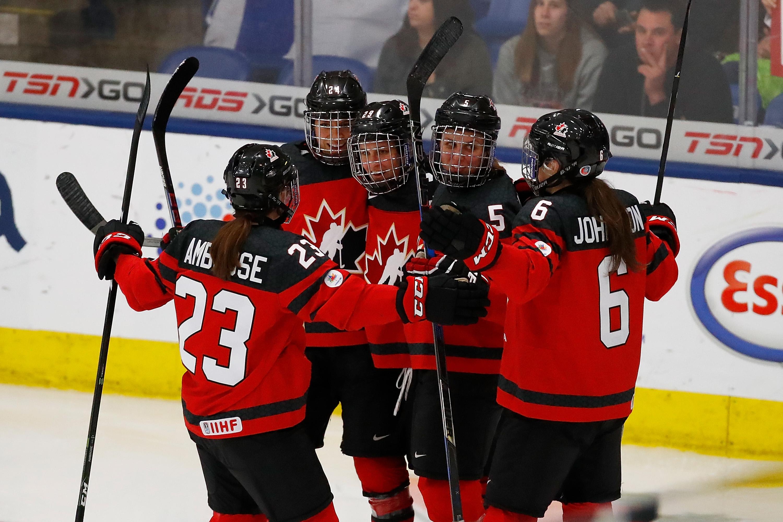 Finland v Canada - 2017 IIHF Women's World Championship Semifinal - Marie-Philip Poulin (29) celebrates with Erin Ambrose (23), Natalie Spooner (24), Lauriane Rougeau (5) and Rebecca Johnston (6)