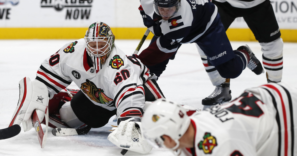 84b57632534 Blackhawks survive Avalanche for 2-1 victory, first 3-game winning streak