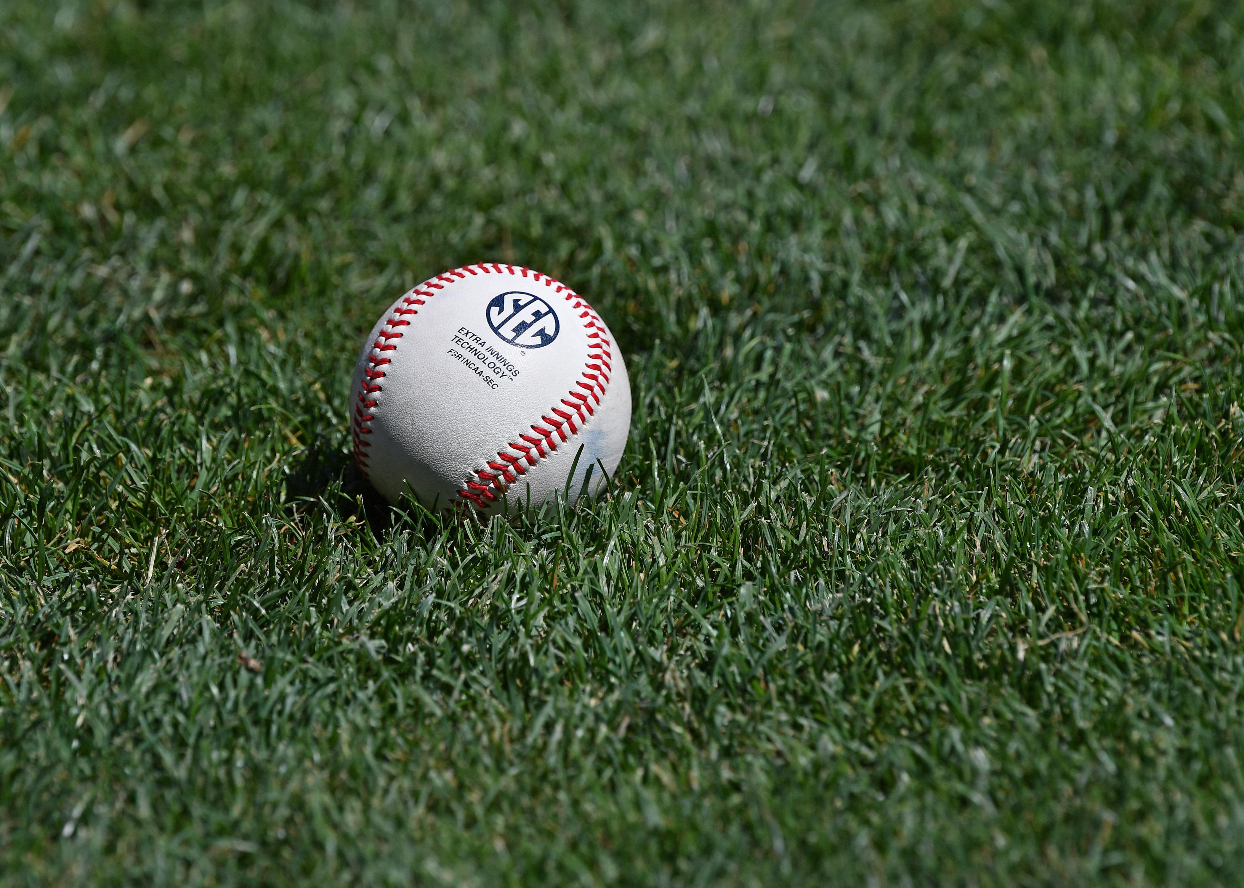 College World Series - Oregon State v Arkansas - Game Two