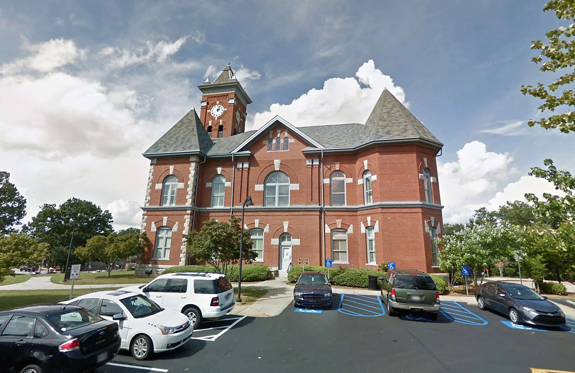 a picture of the clayton courthouse