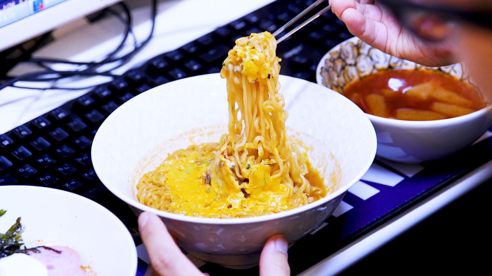 Watch: The Korean Gaming Cafes Serving Cheese Ramen, Corn